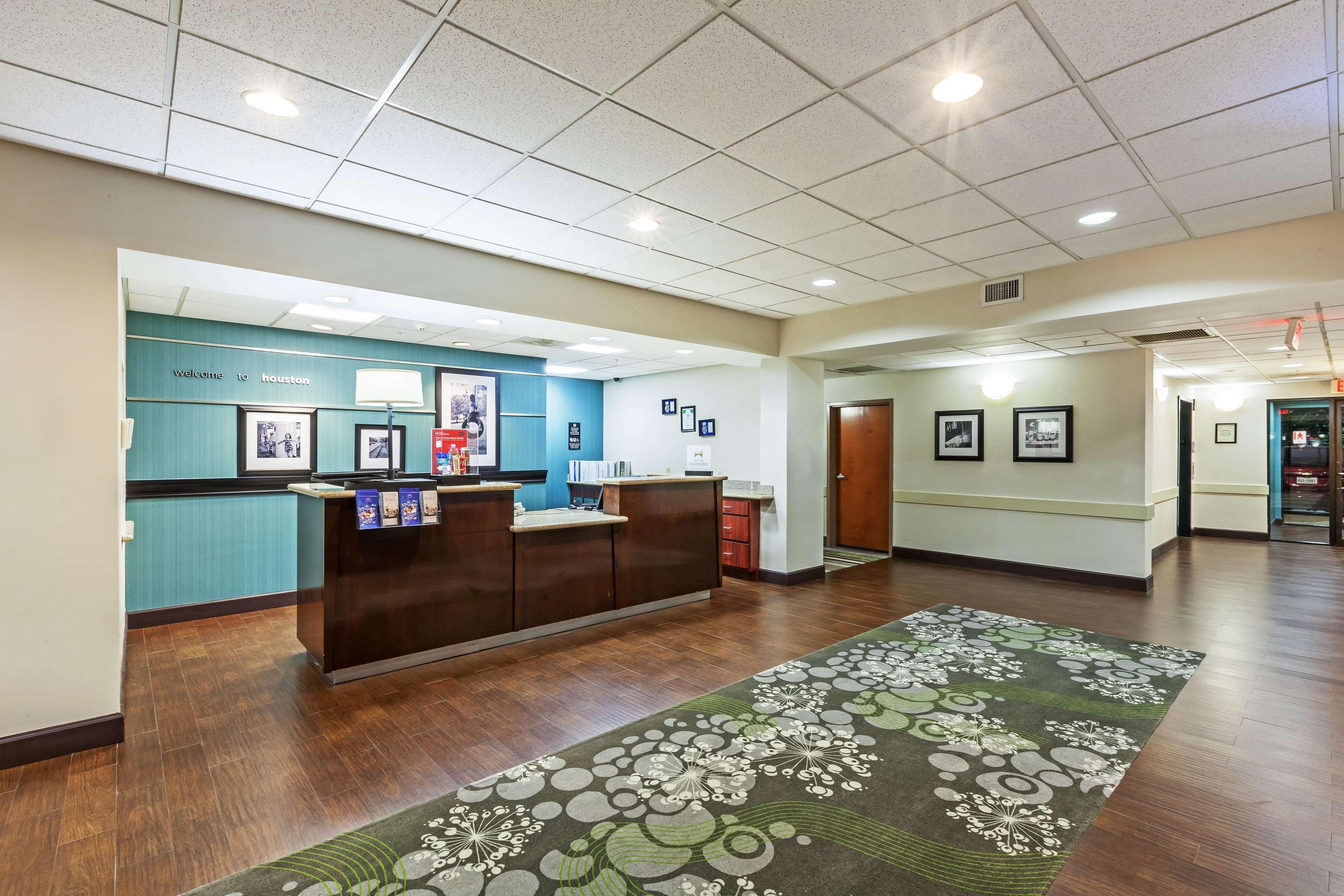 Hampton Inn & Suites Houston-Westchase image 4