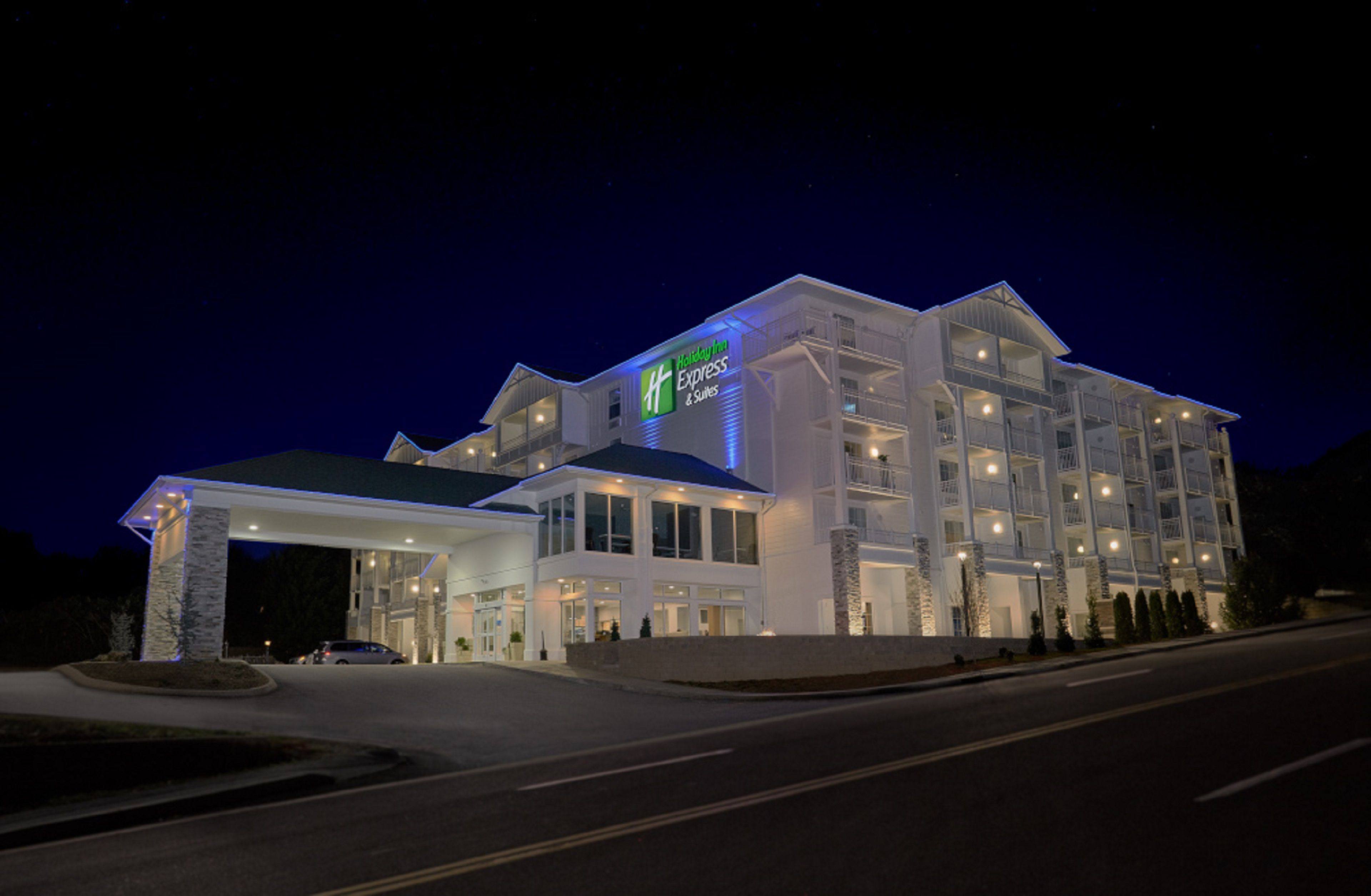 Holiday Inn Express & Suites Phoenix-Glendale image 5
