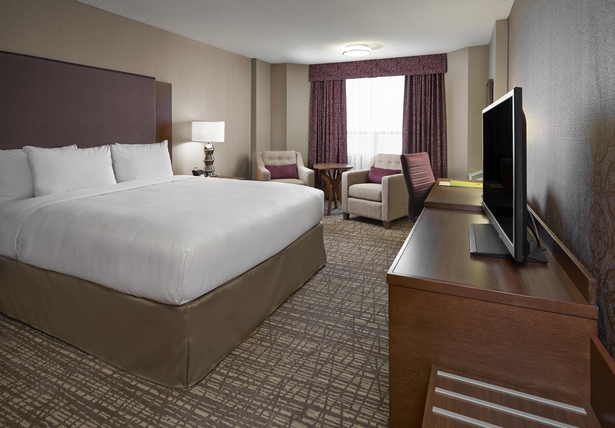DoubleTree by Hilton Hotel West Edmonton in Edmonton: Standard King Room
