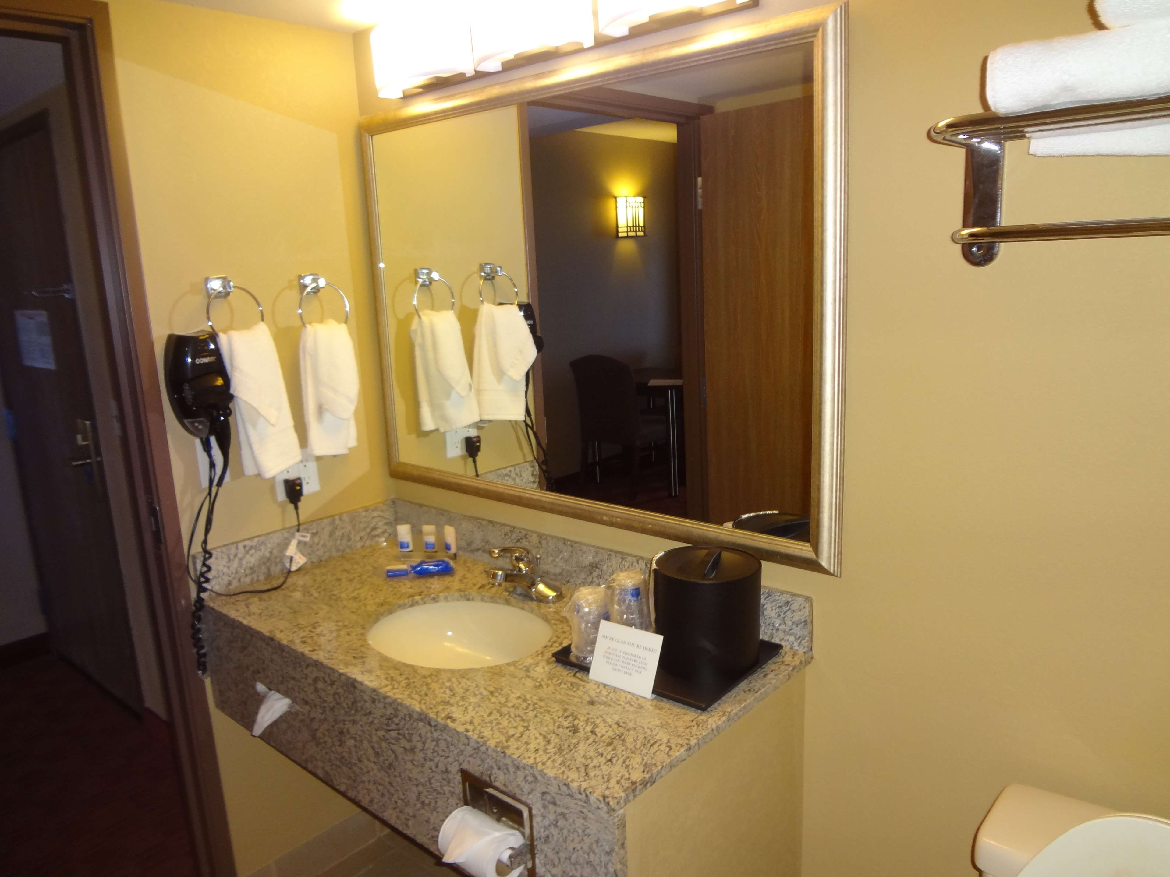 Best Western Plus Woodland Hills Hotel & Suites image 32