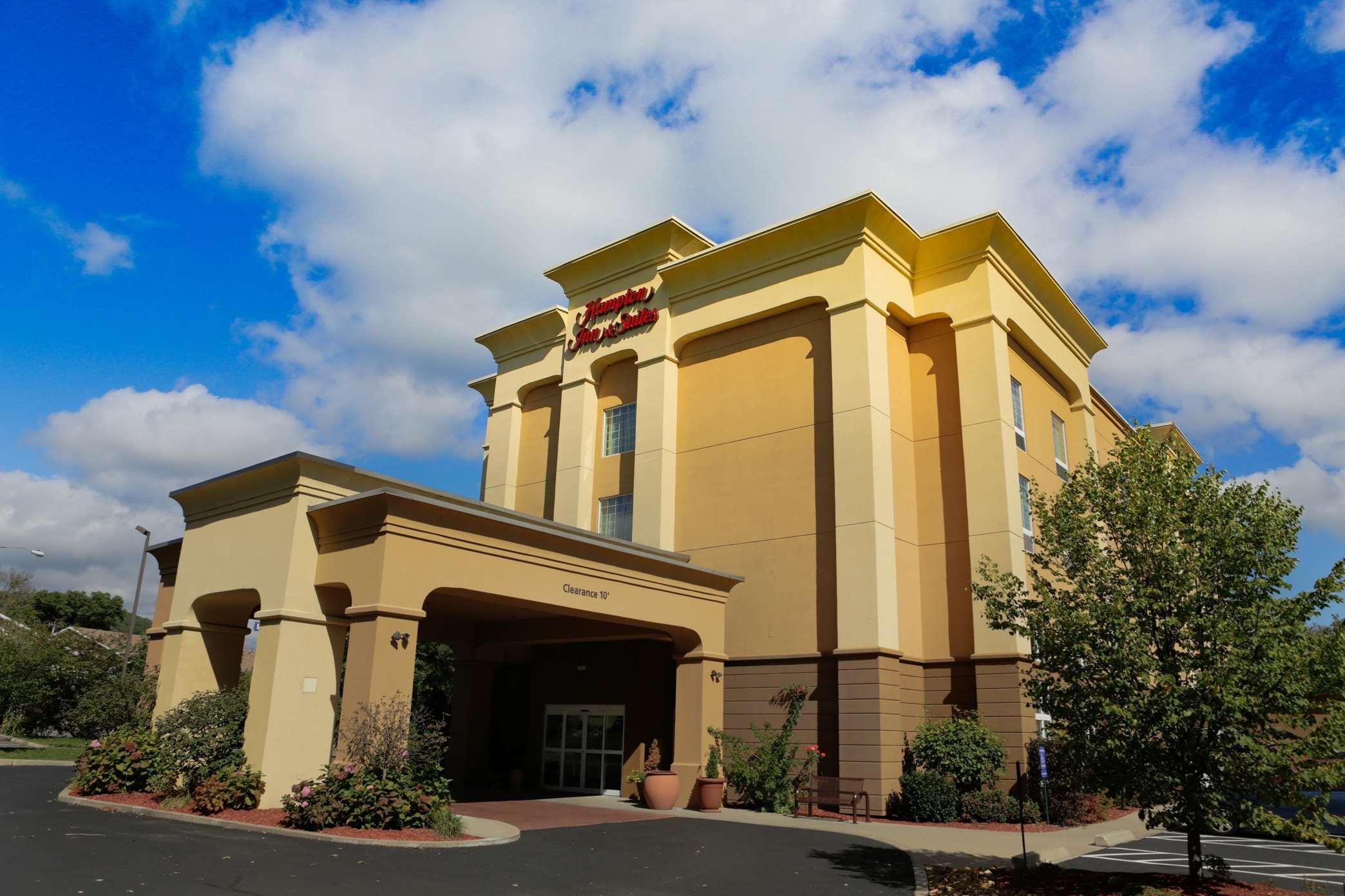 Hampton Inn & Suites Greenfield image 0