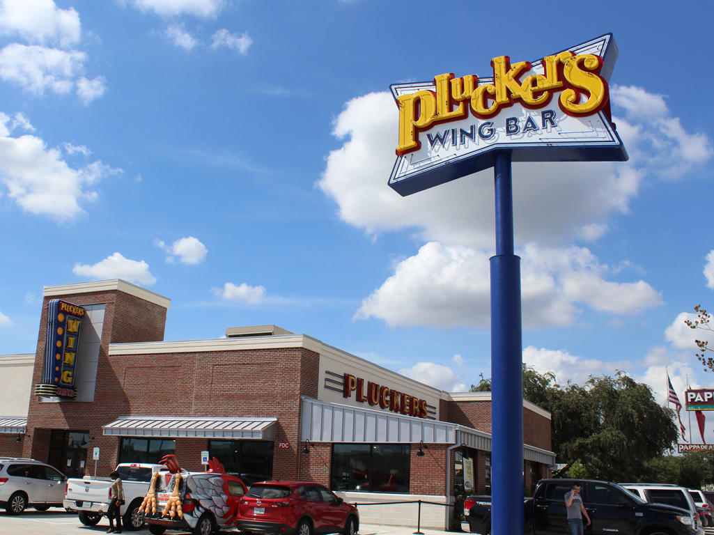 Pluckers Wing Bar image 0
