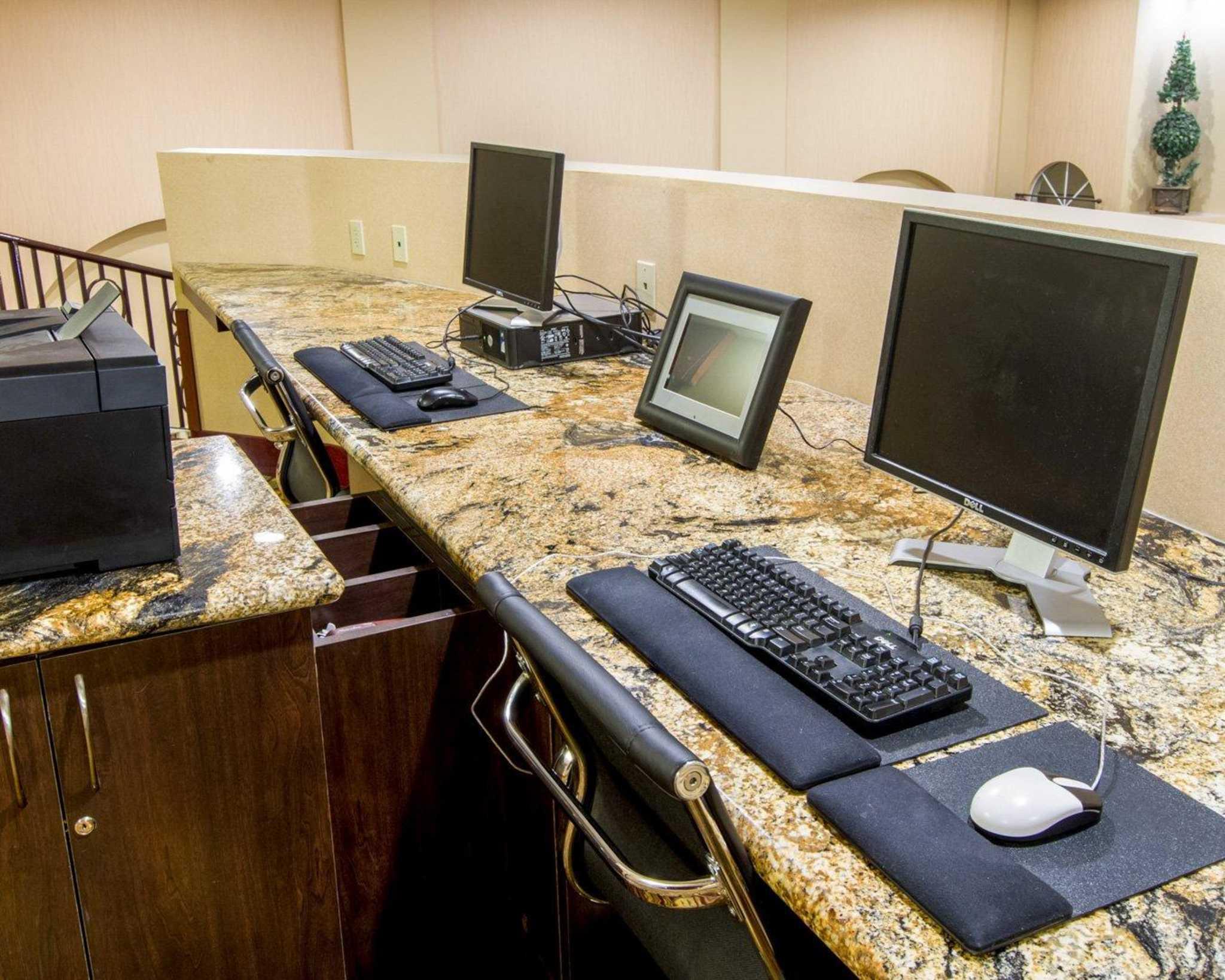 Comfort Suites Phoenix Airport image 29