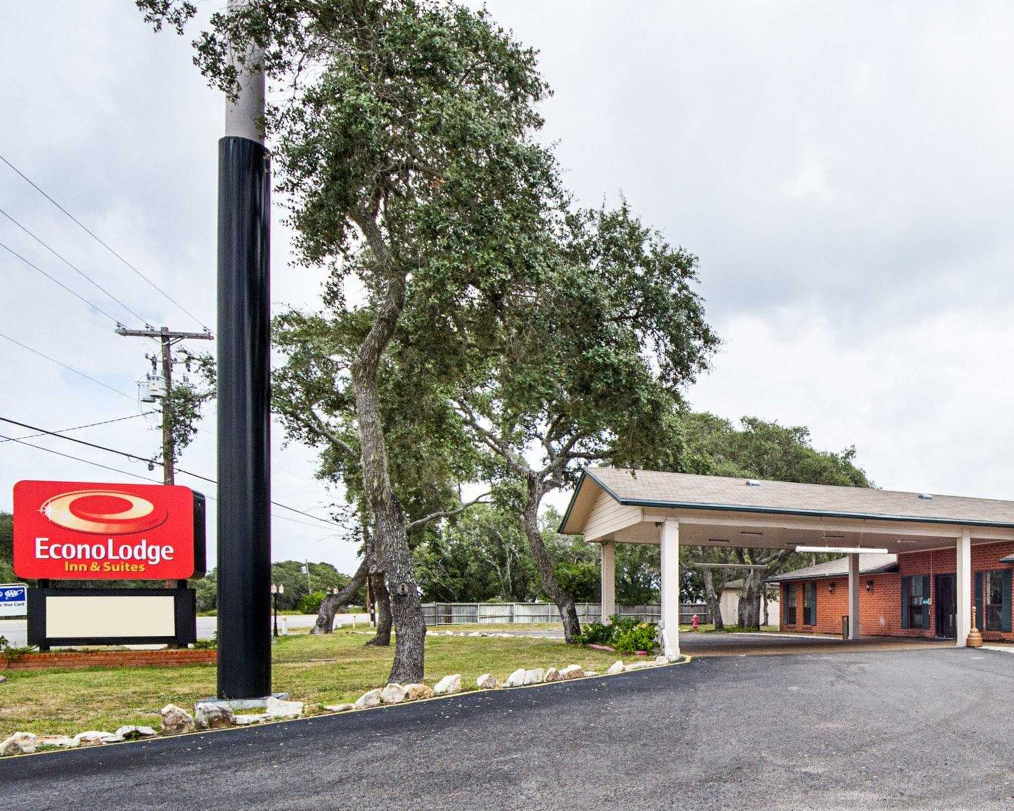 Econo Lodge Inn & Suites Fulton Rockport image 2