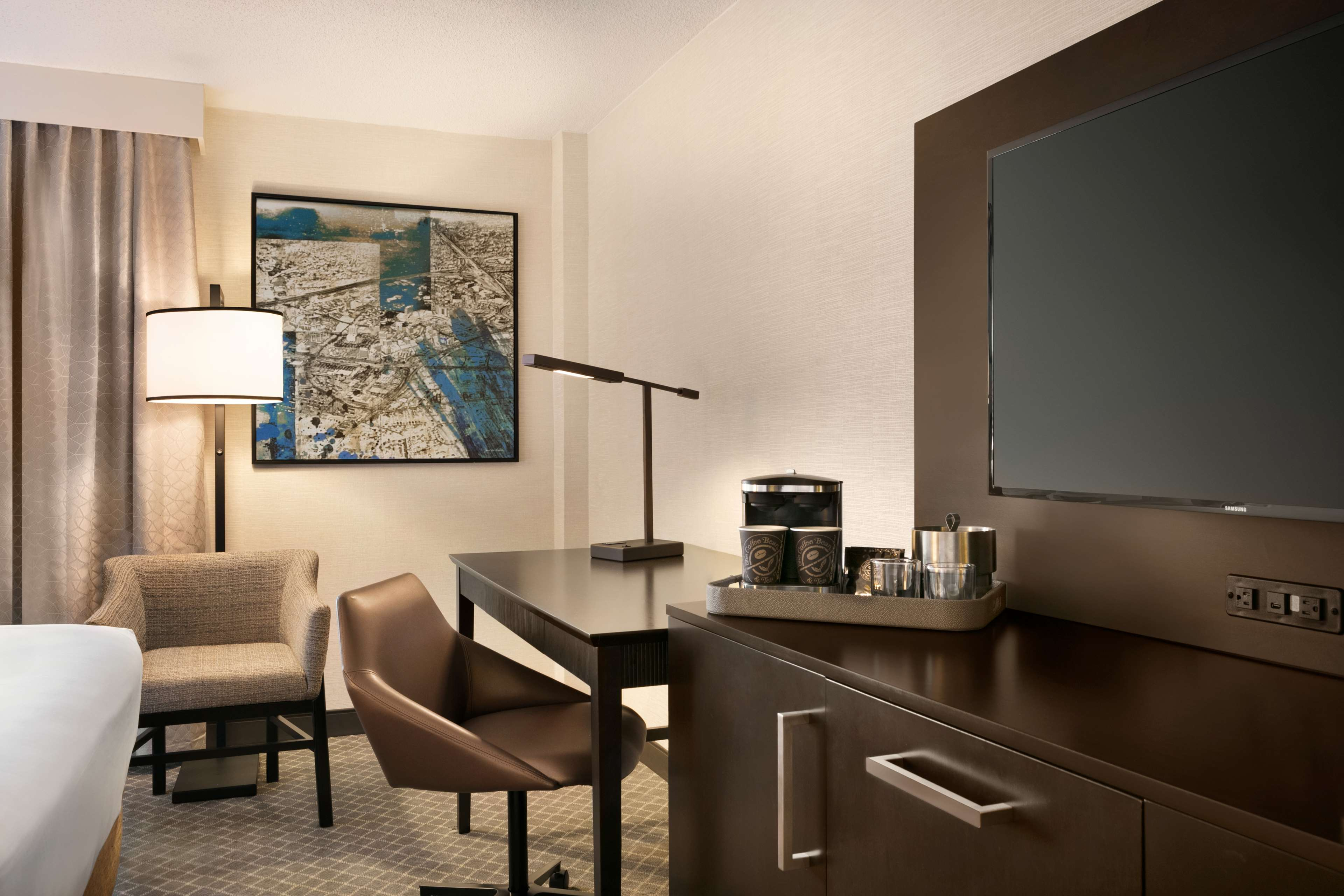 DoubleTree by Hilton McLean Tysons image 11