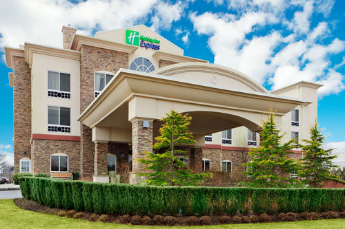 Holiday Inn Express & Suites Long Island-East End image 0