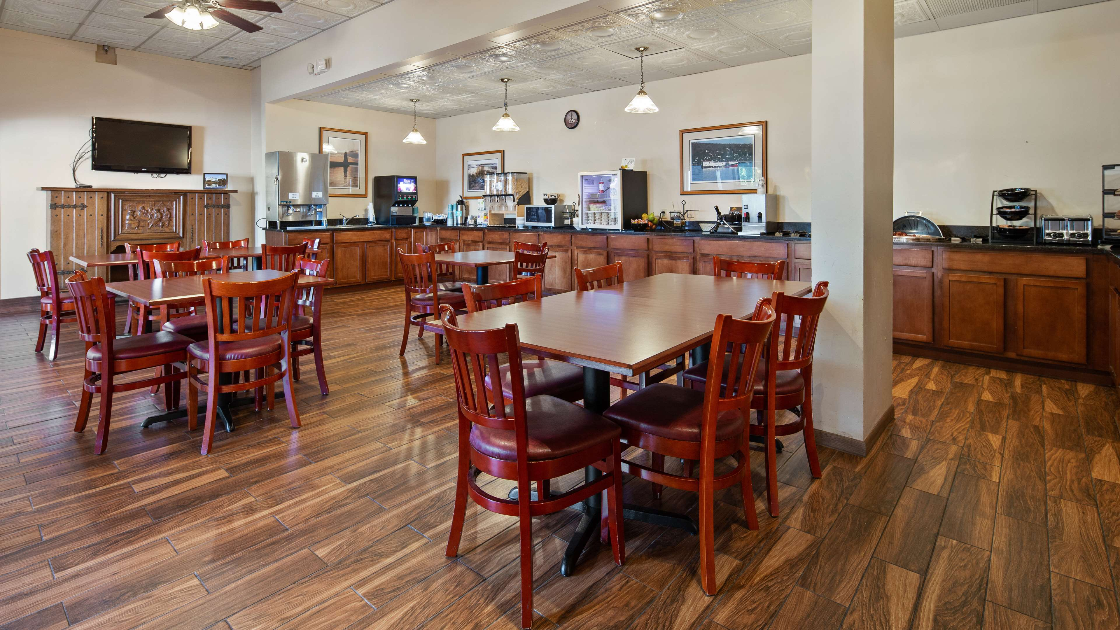 Best Western The Hotel Chequamegon image 49