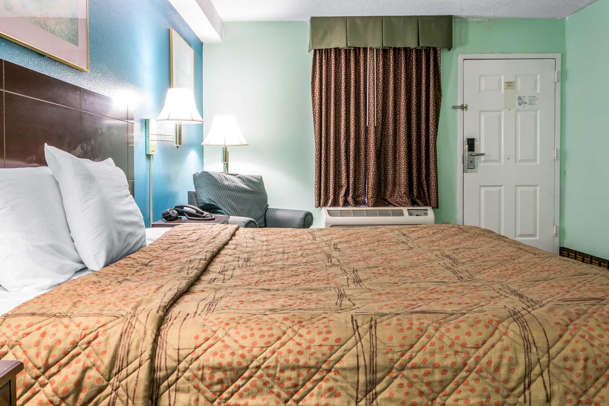 Econo Lodge Inn & Suites I-65 image 12