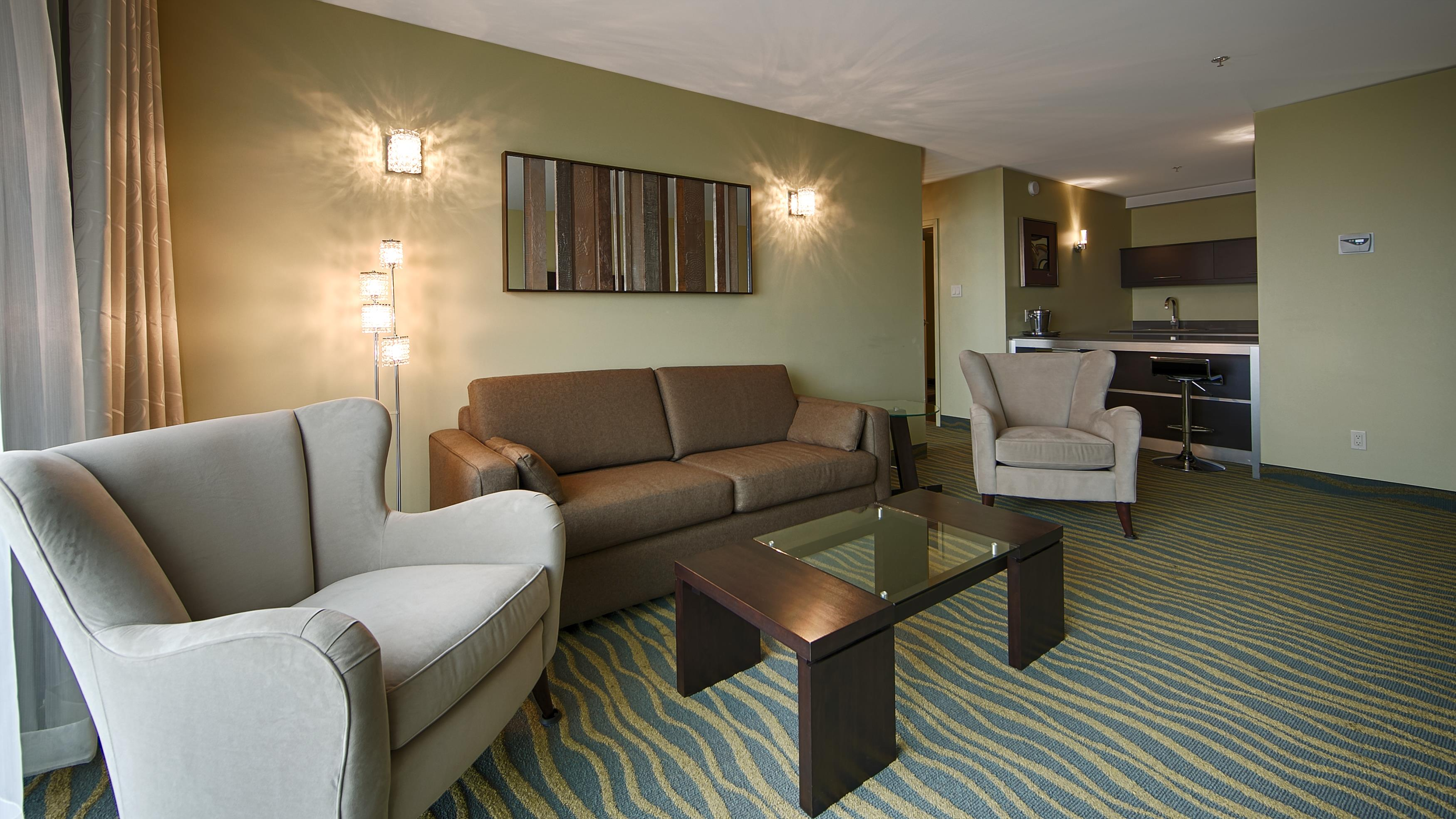 Best Western Plus Hotel Levesque à Riviere-du-Loup: Signature King Suite with River View