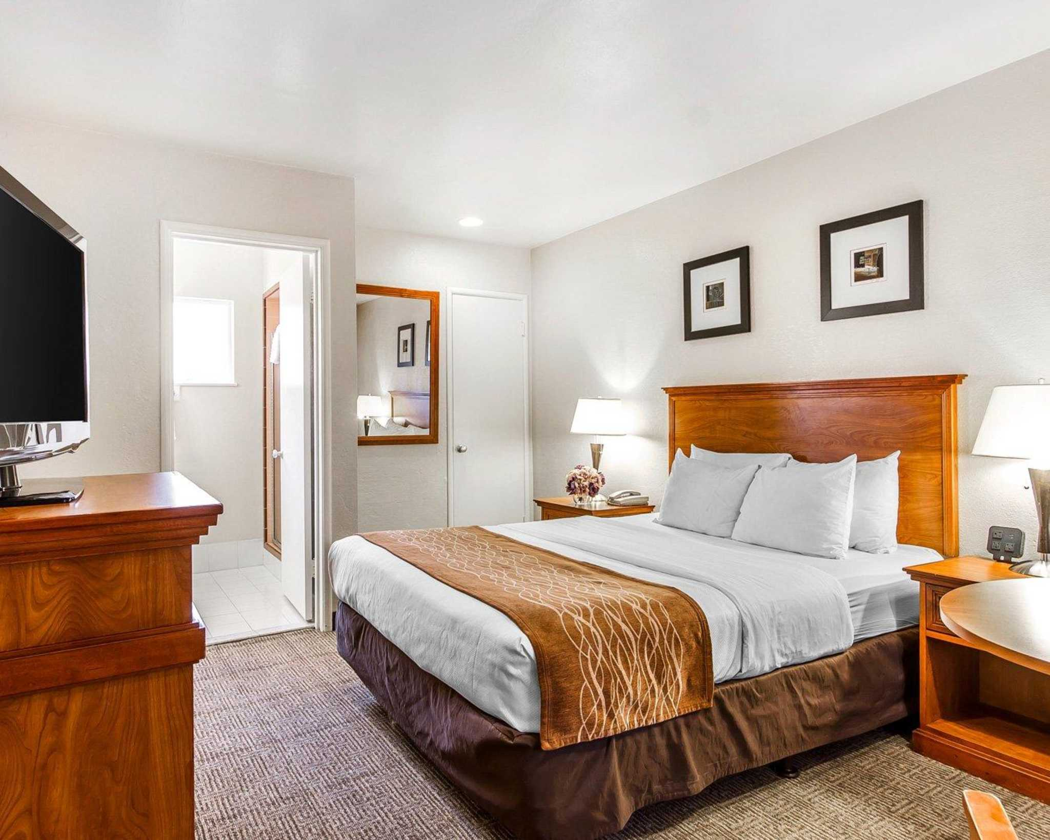 Comfort Inn Monterey by the Sea - Closed image 0