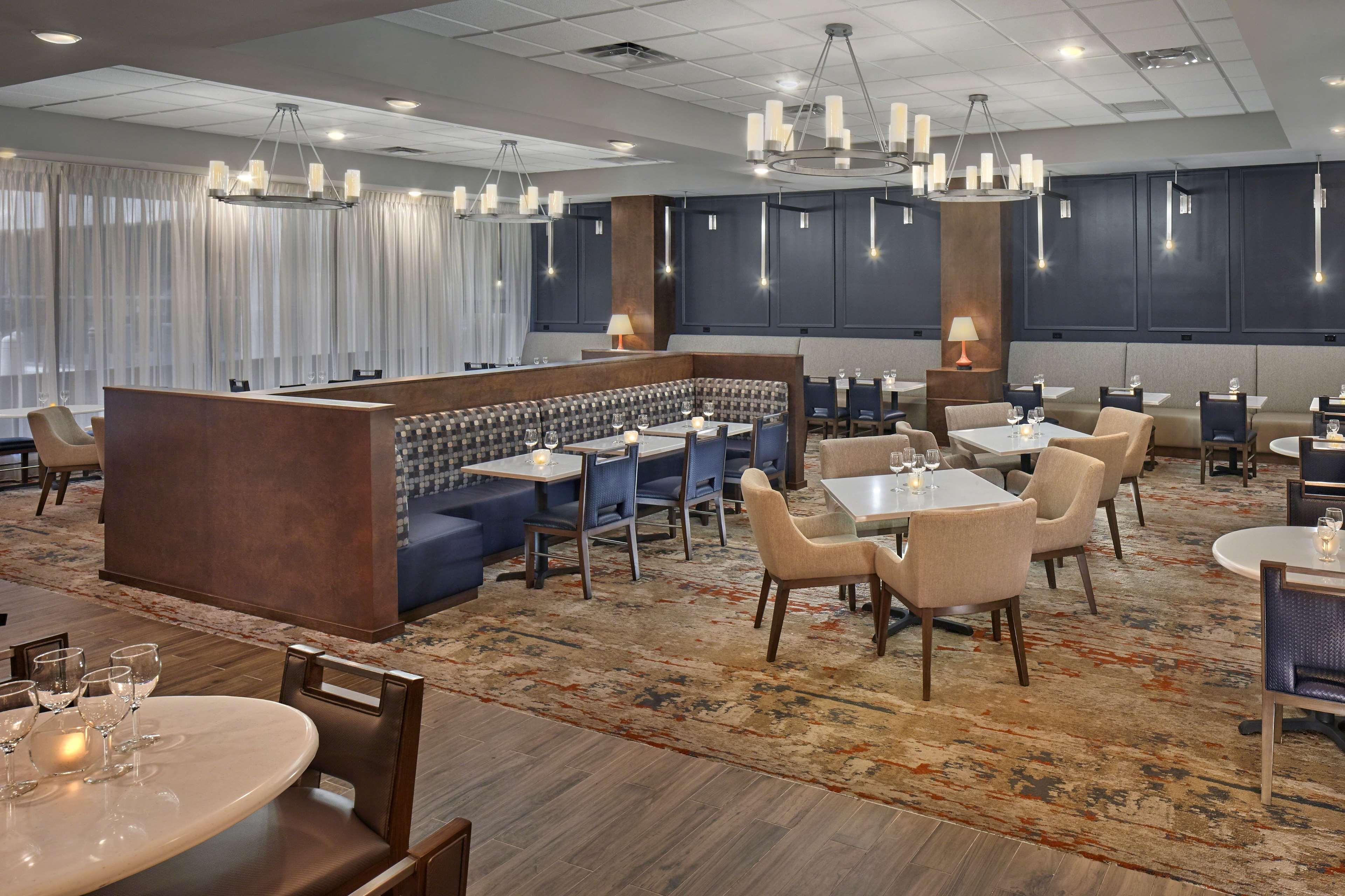 DoubleTree by Hilton Hotel Little Rock image 7