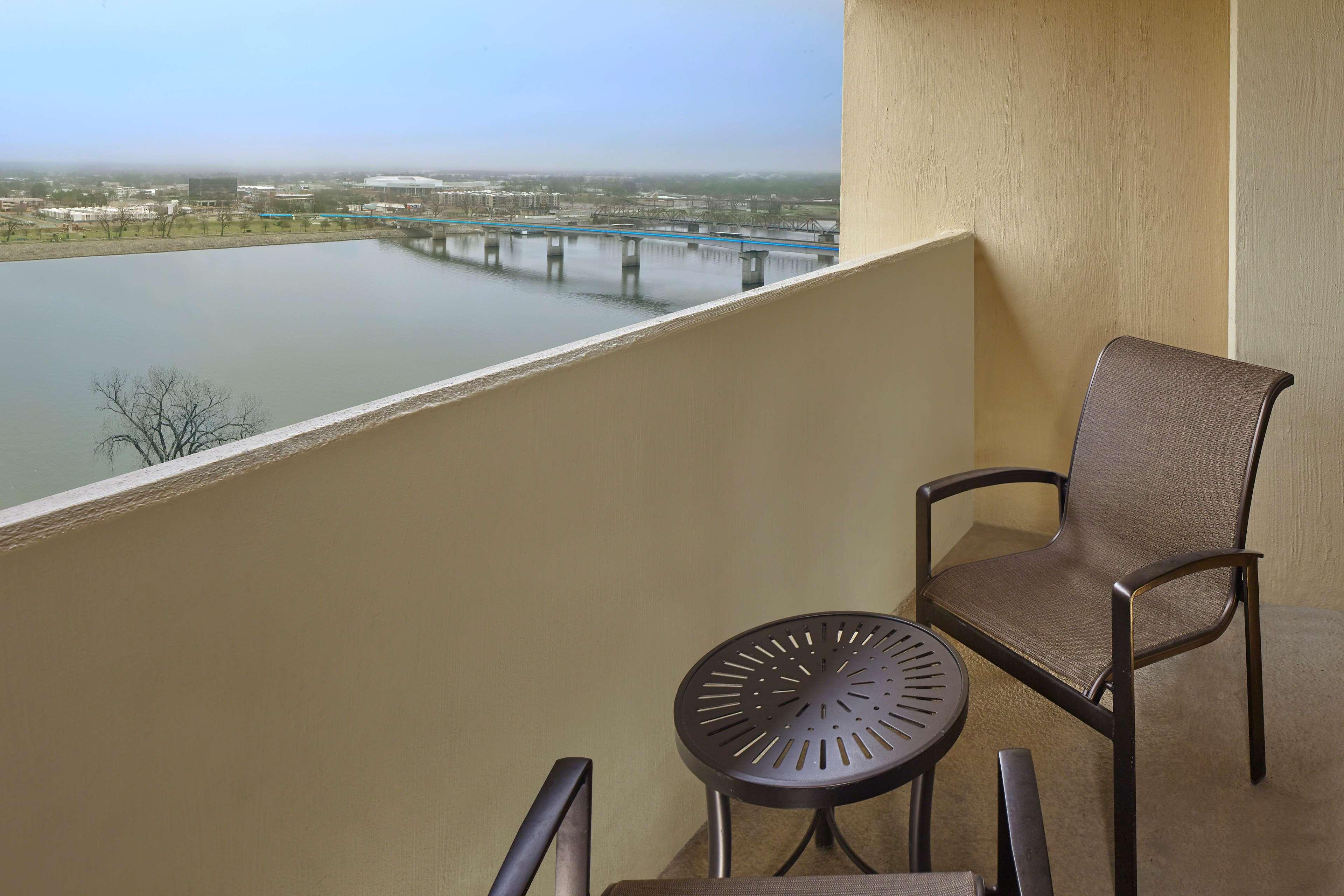 DoubleTree by Hilton Hotel Little Rock image 3