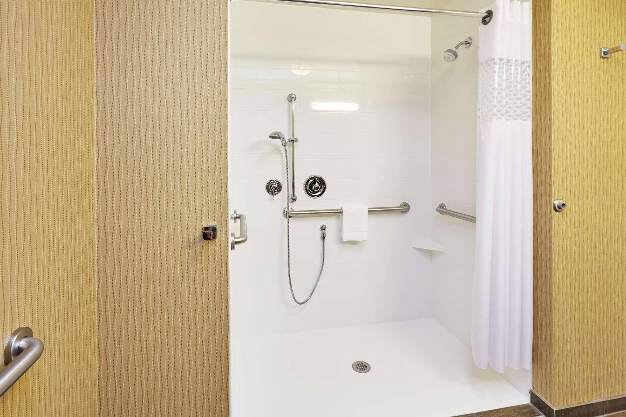 Hampton Inn & Suites Milwaukee/Franklin image 21