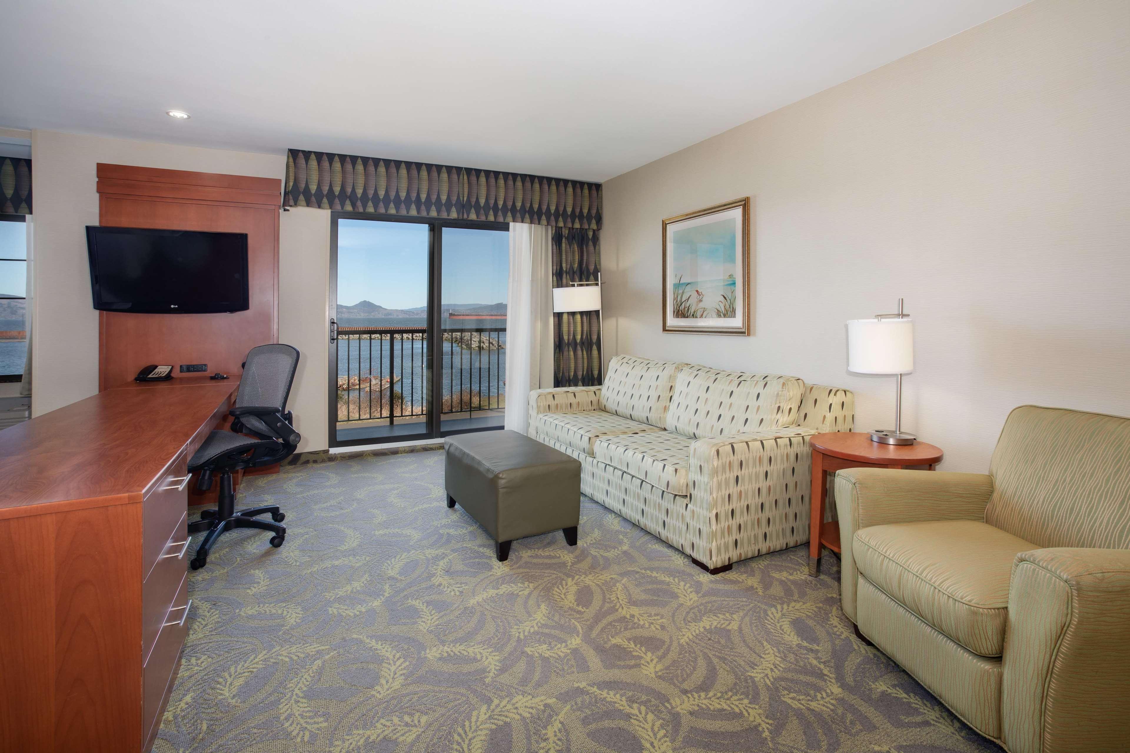 Hampton Inn & Suites Astoria image 64
