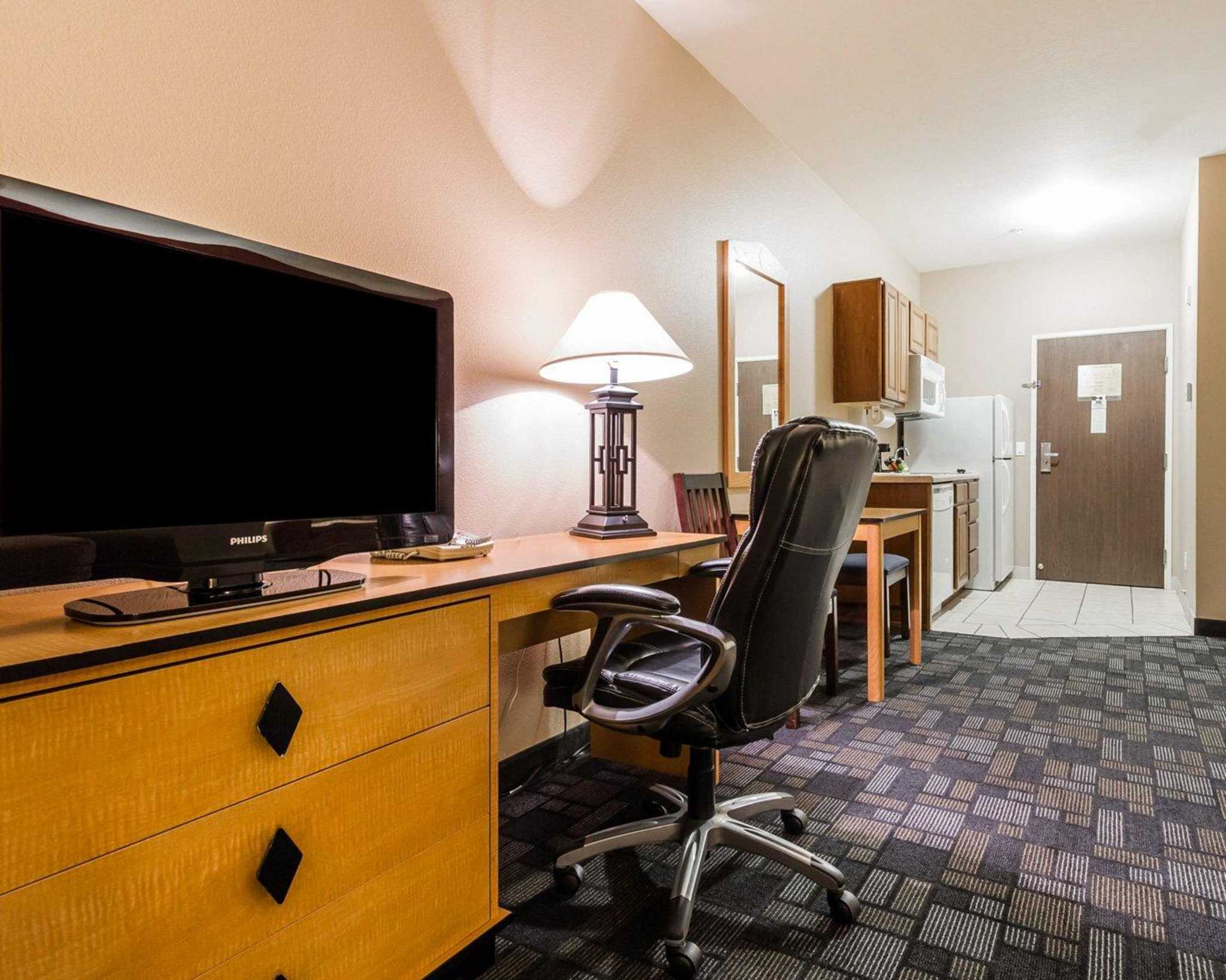 MainStay Suites image 17