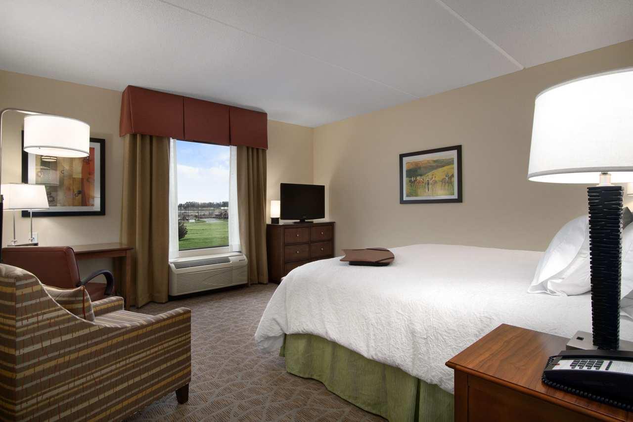 Hampton Inn & Suites Charles Town image 8