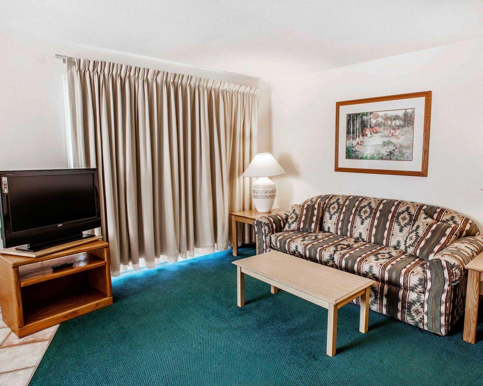 Quality Inn & Suites image 37