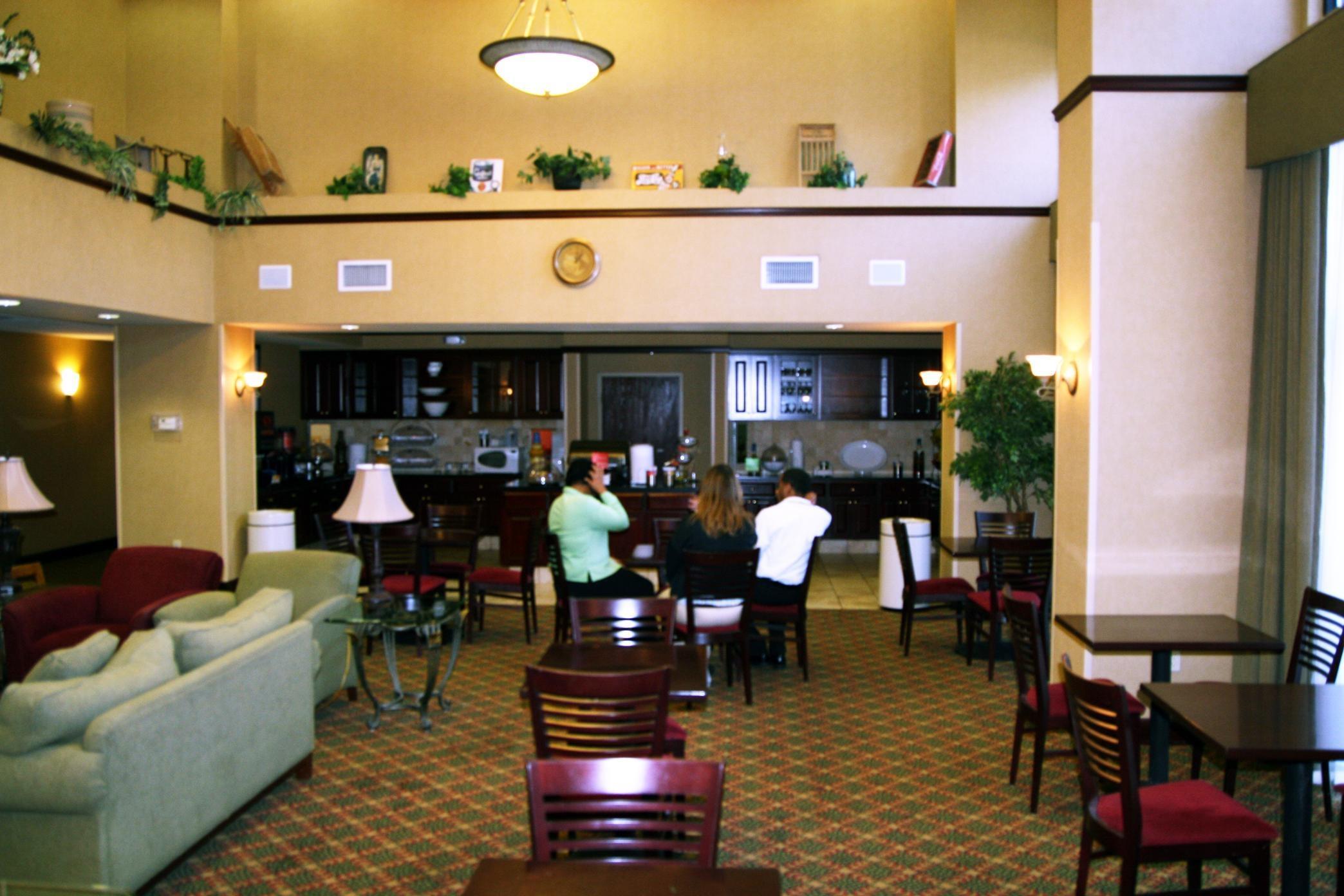 Hampton Inn & Suites Lafayette image 8