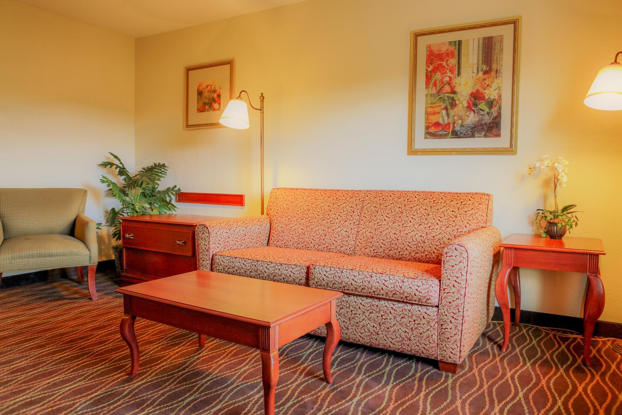 Hampton Inn & Suites Greenfield image 20