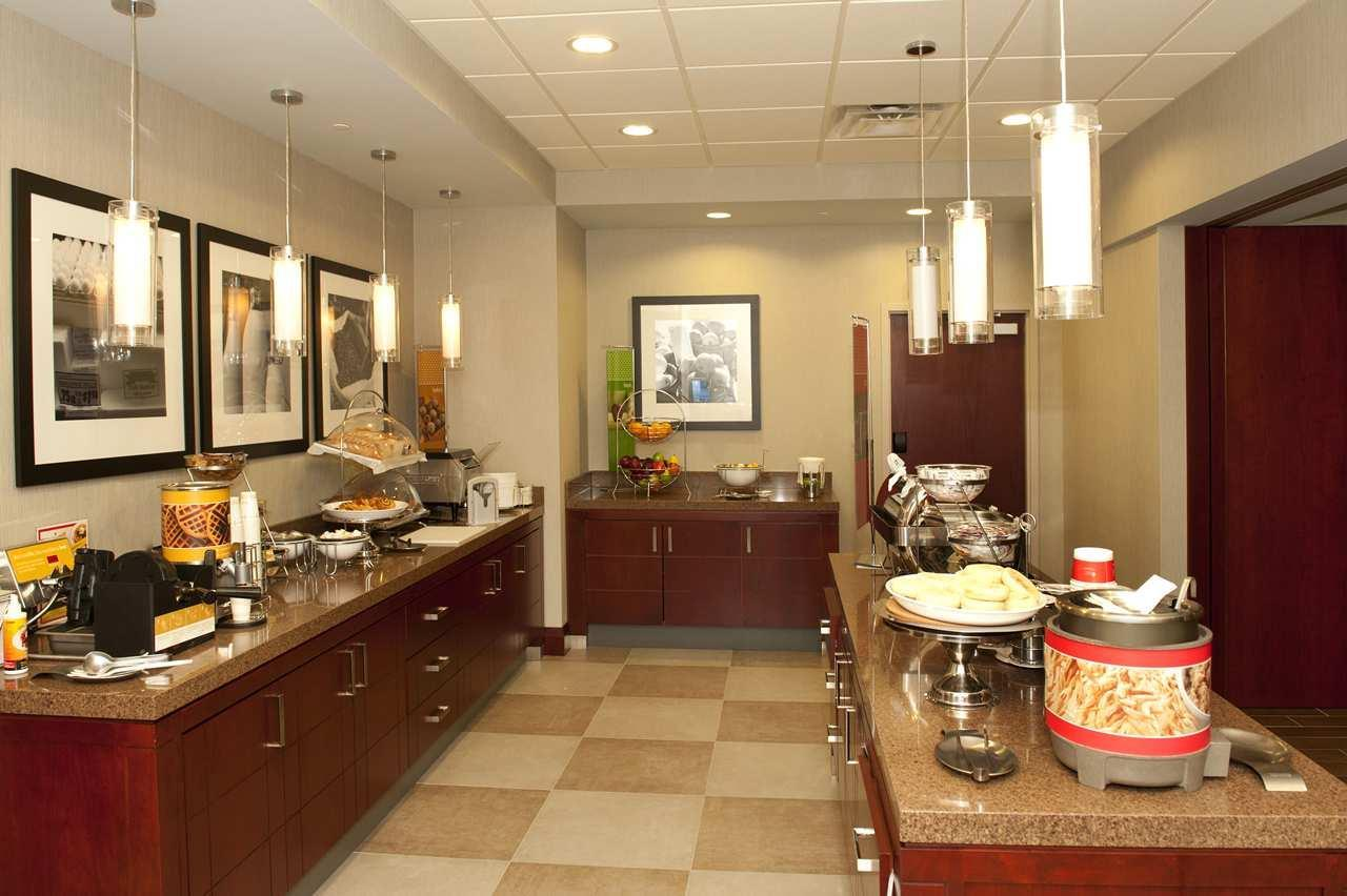 Hampton Inn by Hilton Brampton Toronto à Brampton: Breakfast Bar