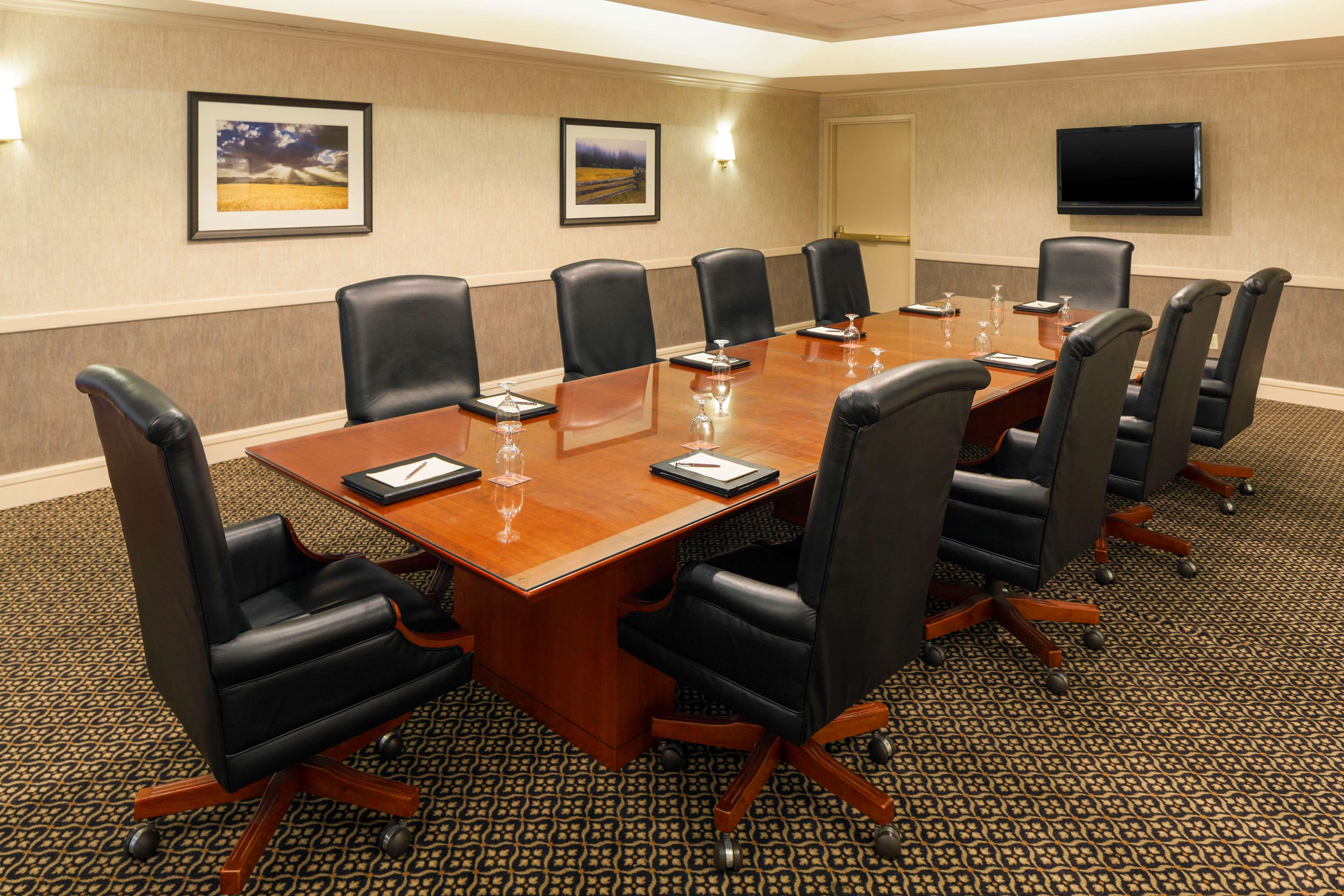 Sheraton Suites Market Center Dallas image 16