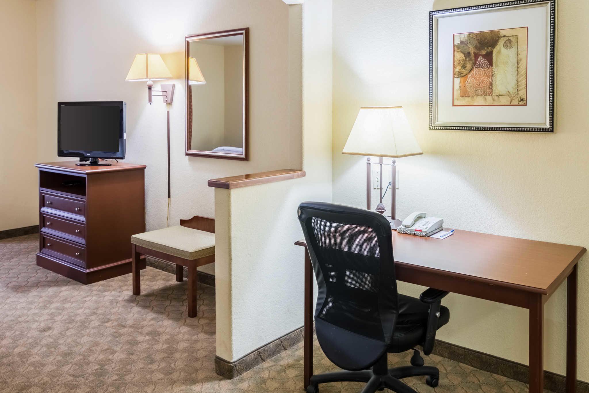 Comfort Inn & Suites near Comanche Peak image 26