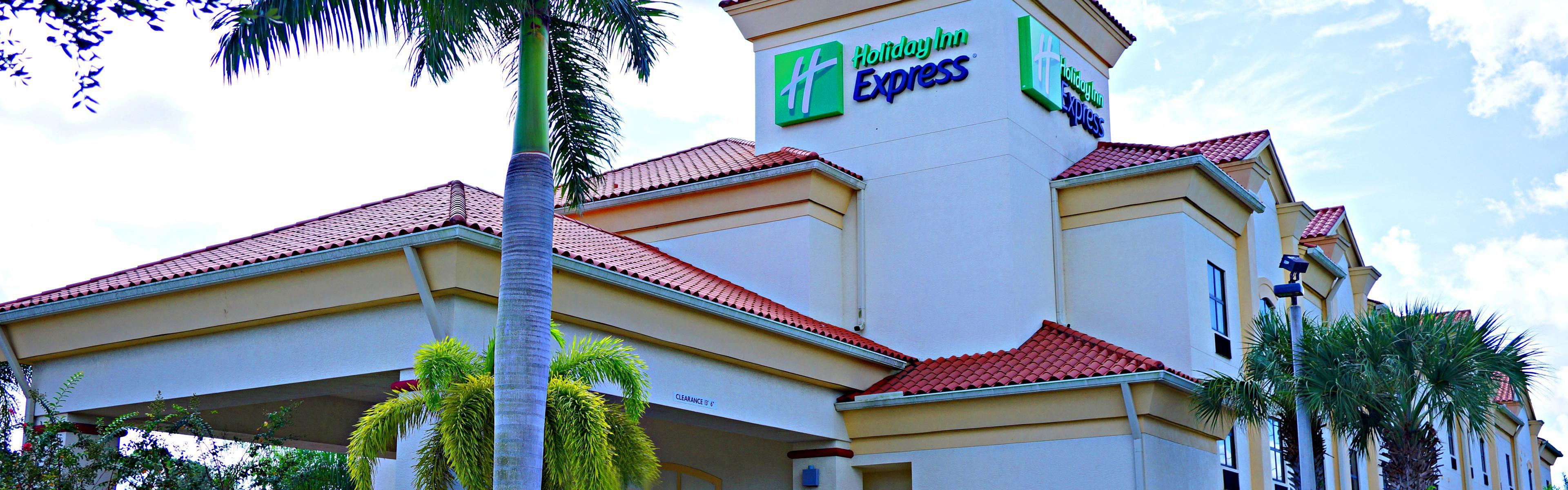Holiday Inn Express Stuart image 0