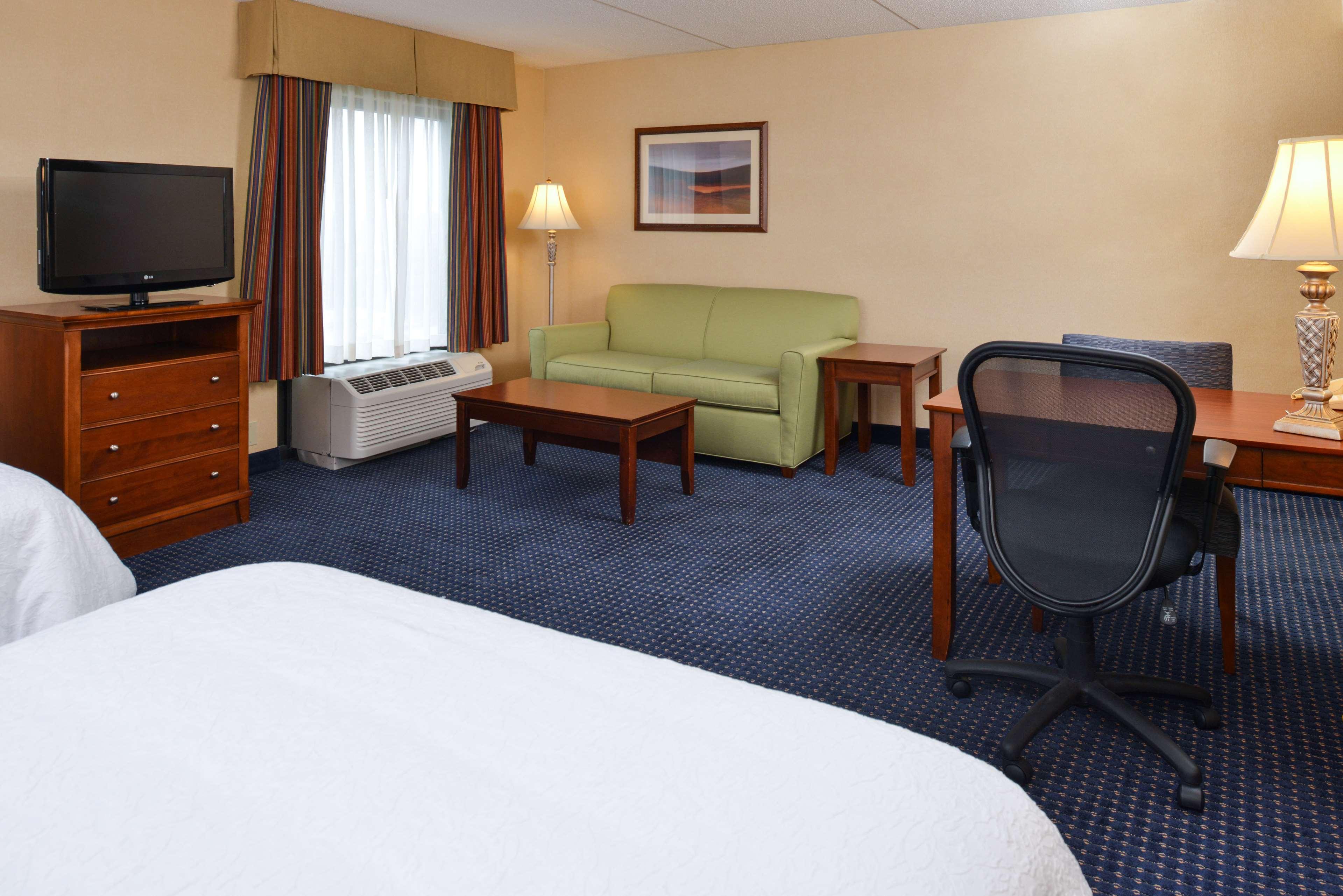 Hampton Inn & Suites Fredericksburg South image 28