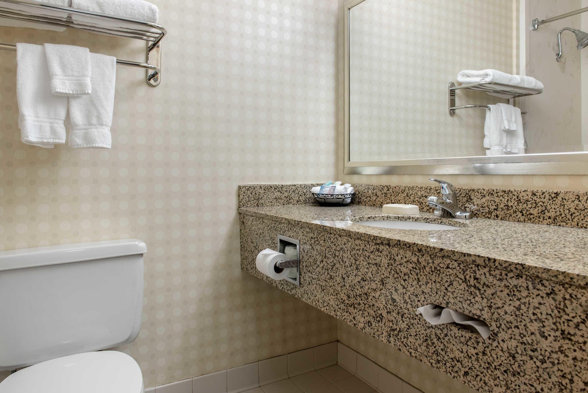 Quality Hotel - Cincinnati Blue Ash image 20