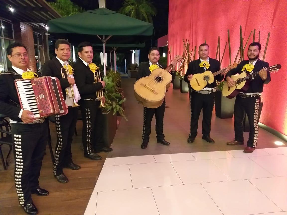 El Nuevo Mariachi Oro y Plata de El Salvador