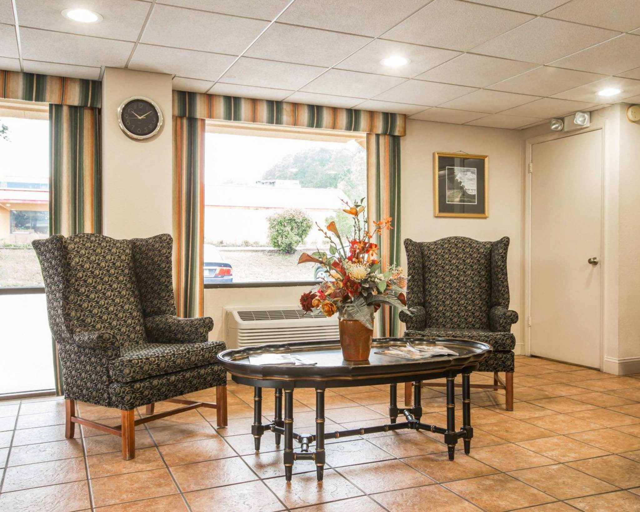 Econo Lodge Inn & Suites at Fort Benning image 16