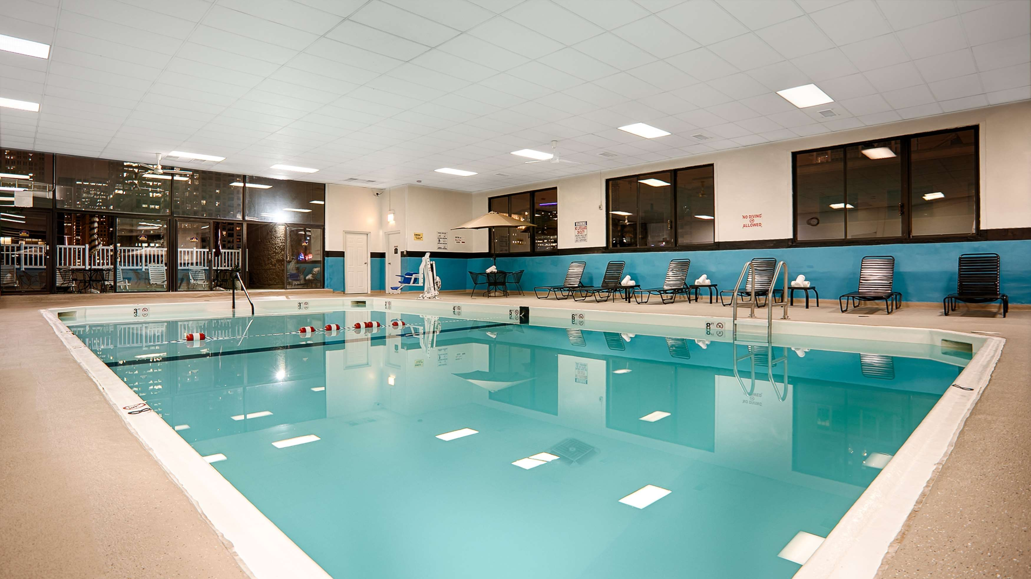Best western river north hotel in chicago il 312 467 0 for Cheap swimming pools near me