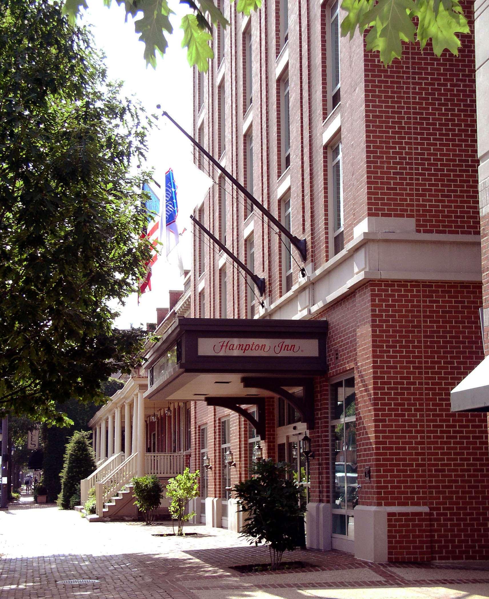 Hampton Inn Alexandria-Old Town/King St. Metro image 1