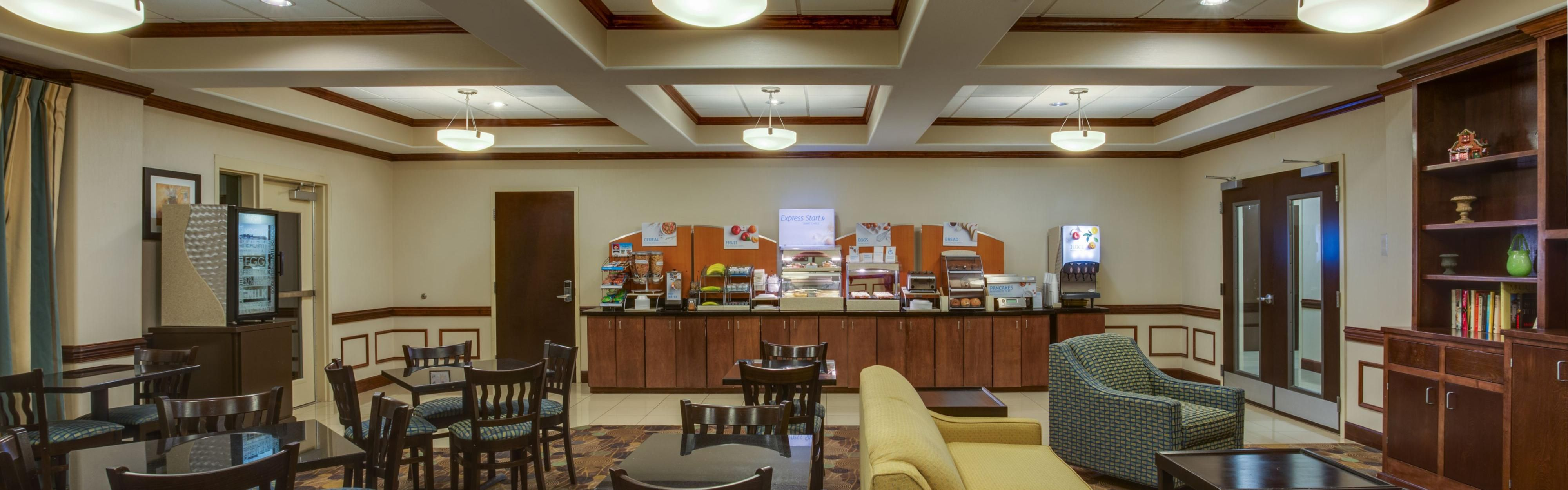 Holiday Inn Express & Suites Moultrie image 3
