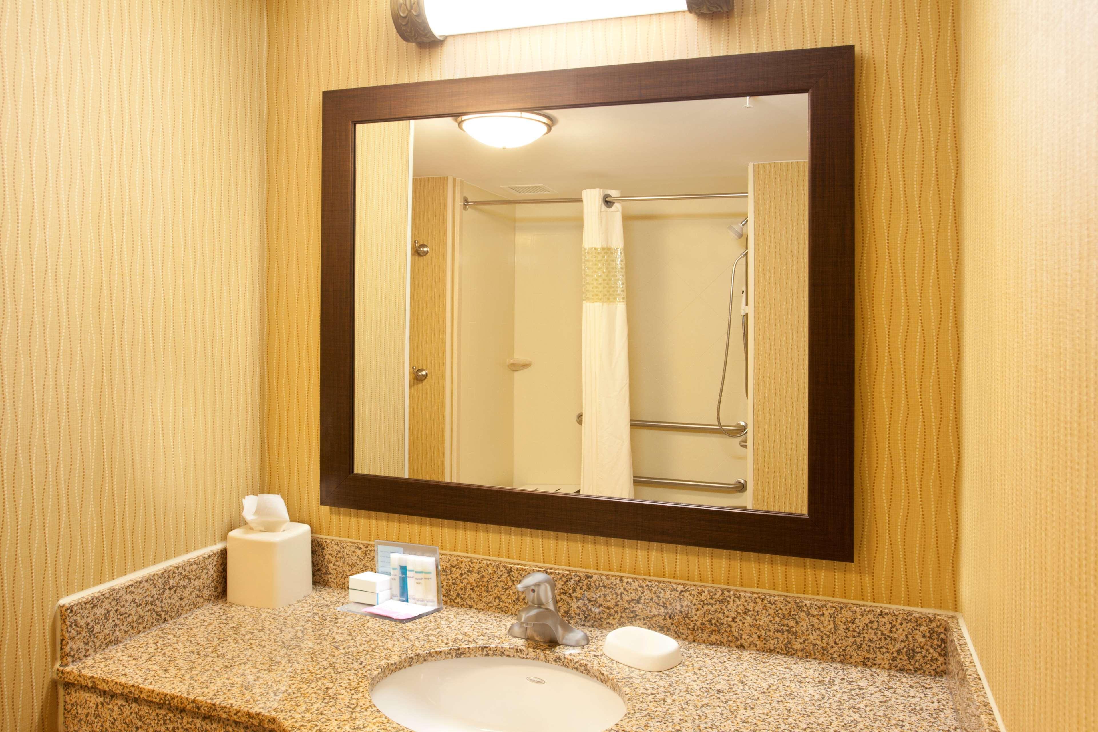 Hampton Inn Suites Minneapolis St Paul Arpt-Mall of America image 17