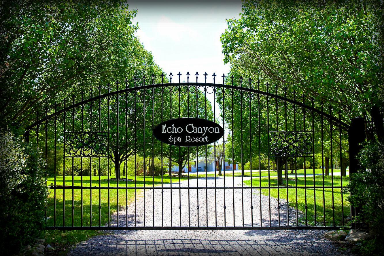 Echo Canyon Spa Resort image 3