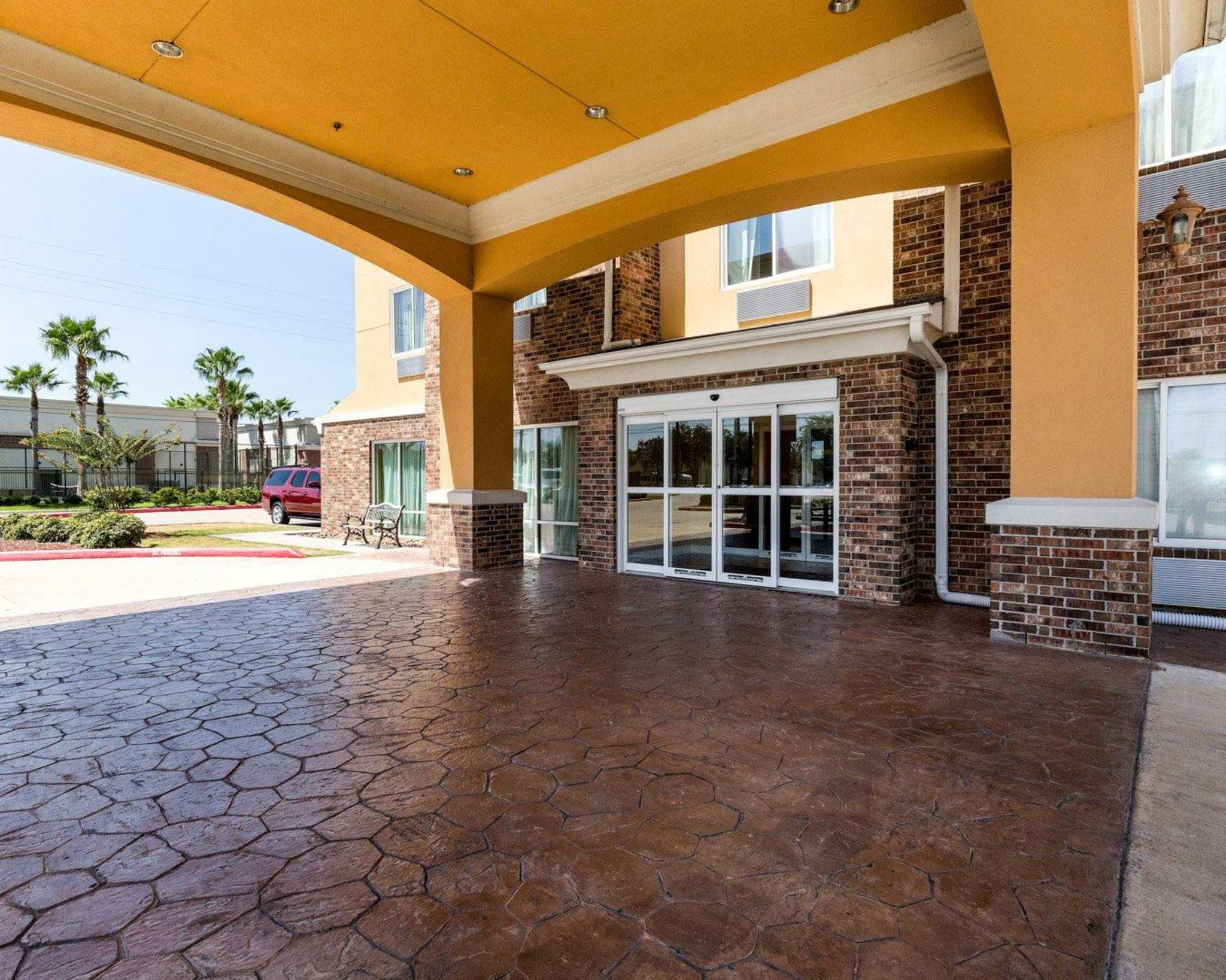 Comfort Suites Pearland - South Houston image 2
