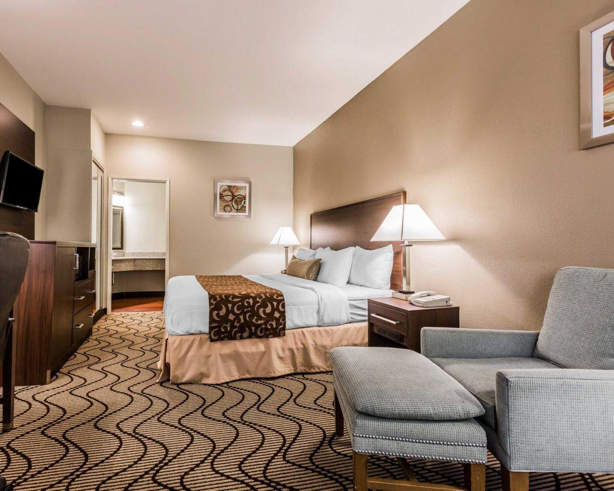 Comfort Inn & Suites Orange County John Wayne Airport image 9