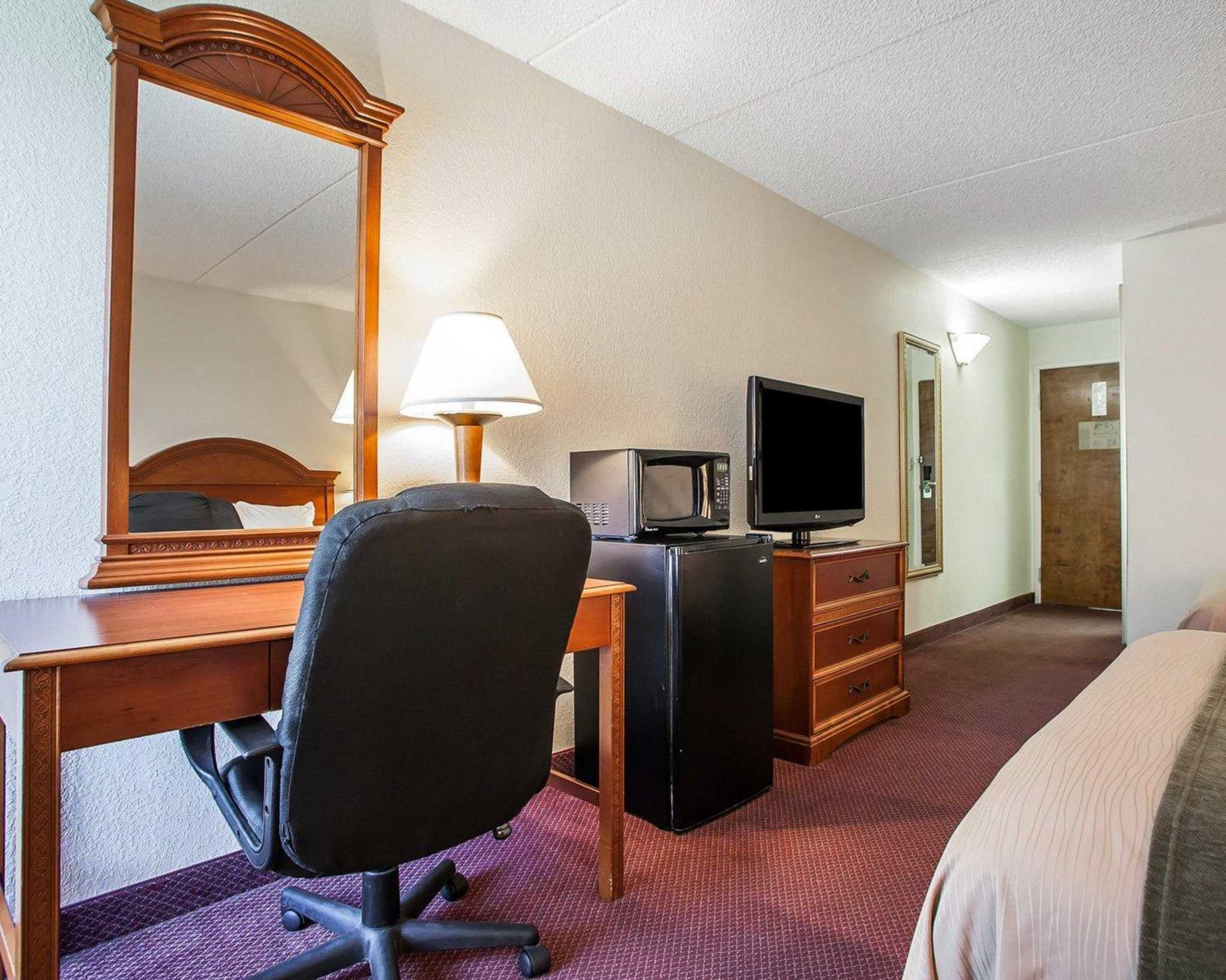 Comfort Inn Lehigh Valley West image 14