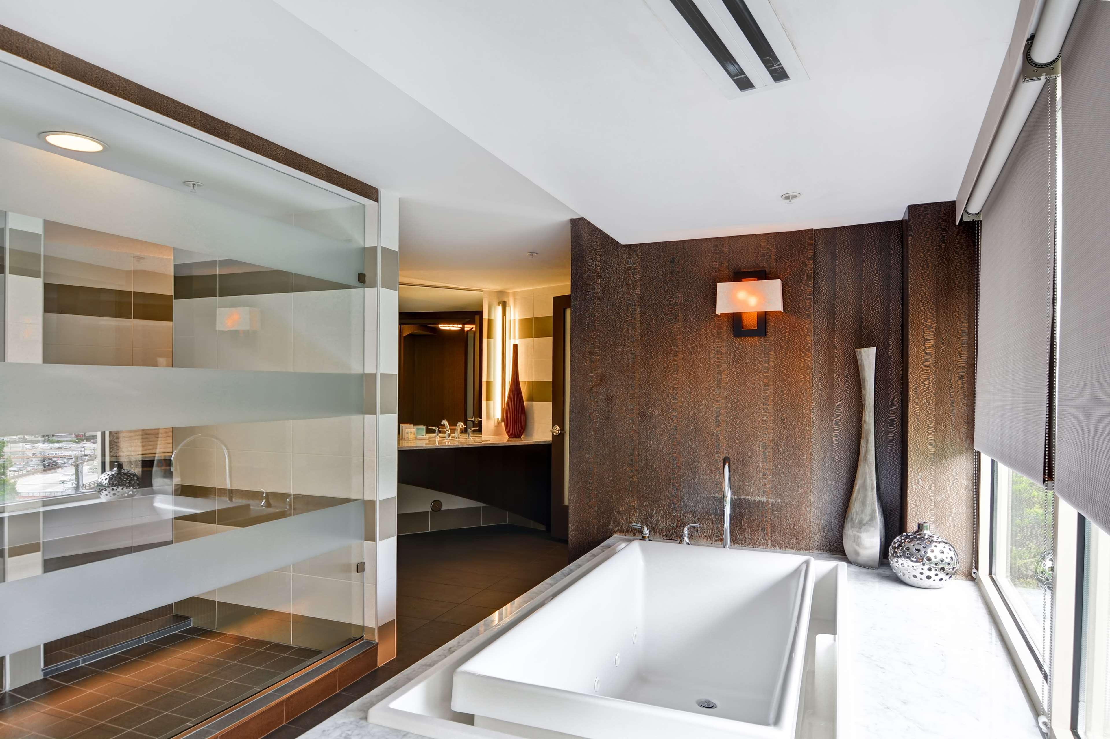 Hampton Inn & Suites Raleigh/Crabtree Valley image 27