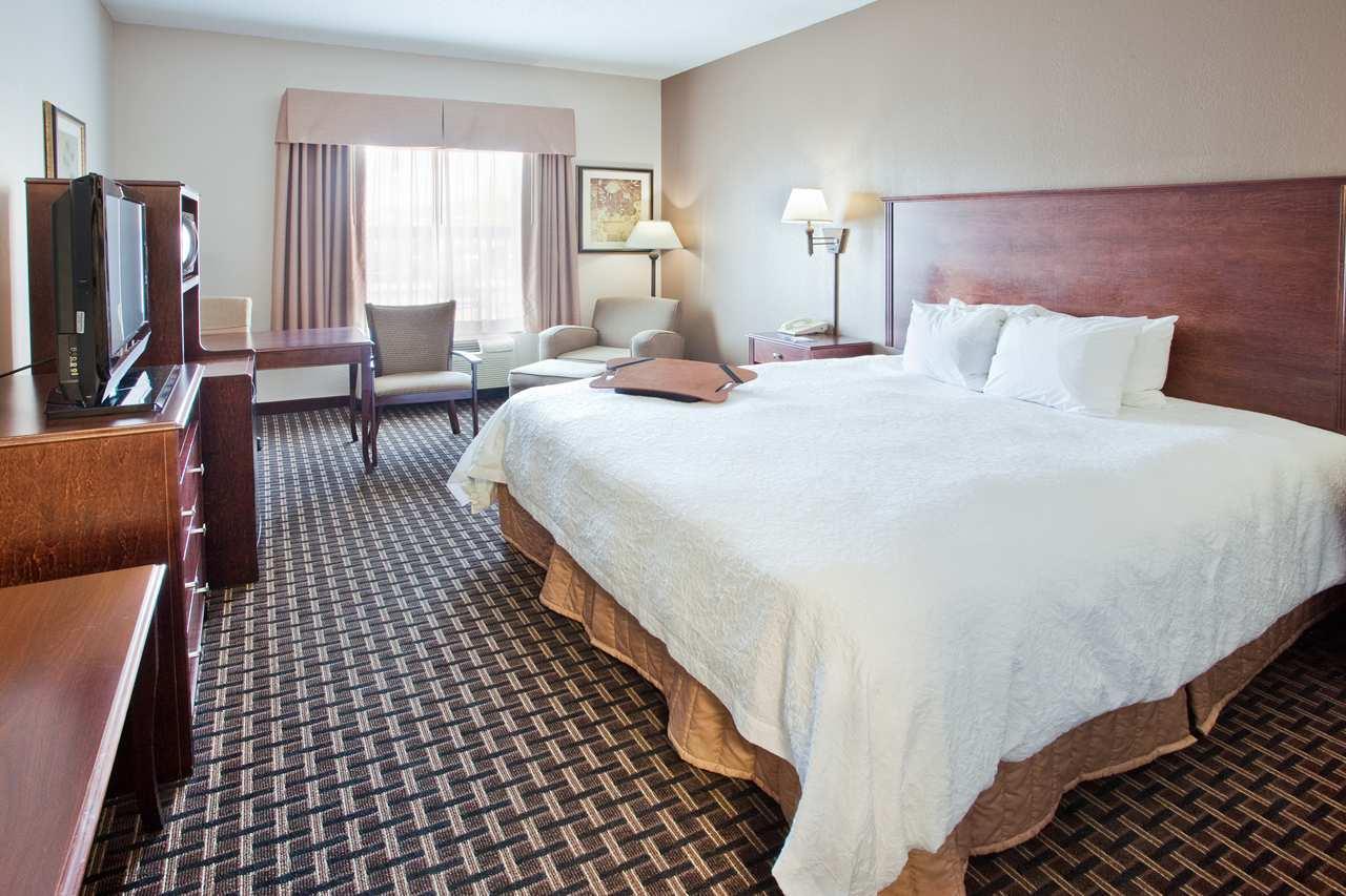 1 King Standard Bedroom