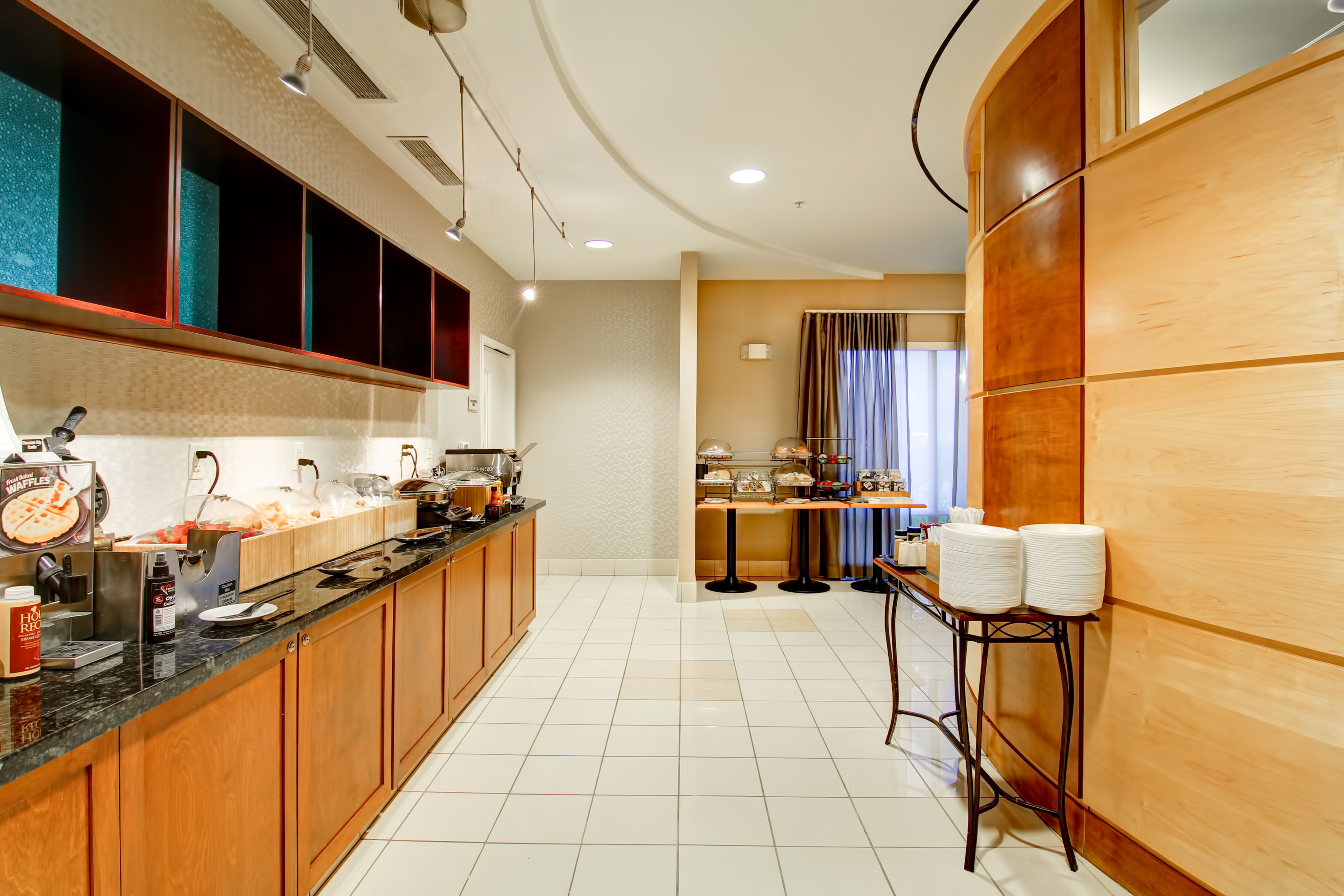 SpringHill Suites by Marriott Erie image 10