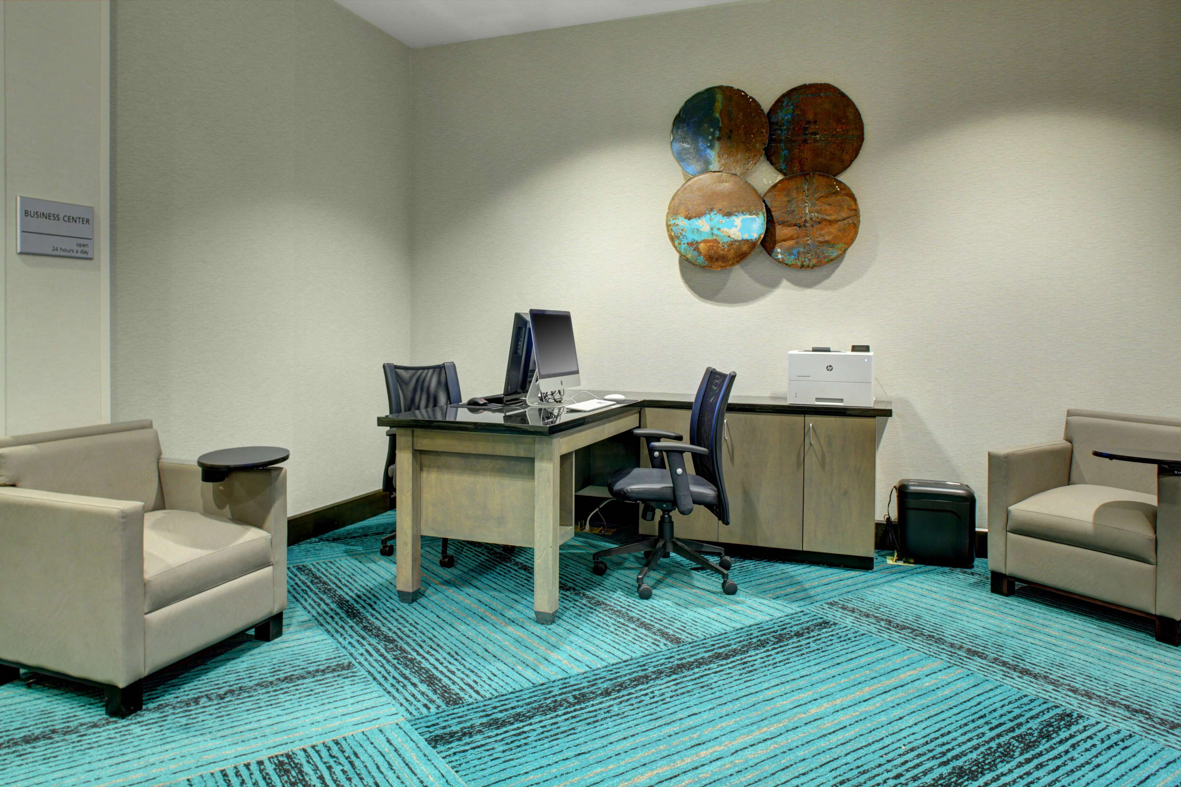Hampton Inn & Suites Roanoke Downtown image 32