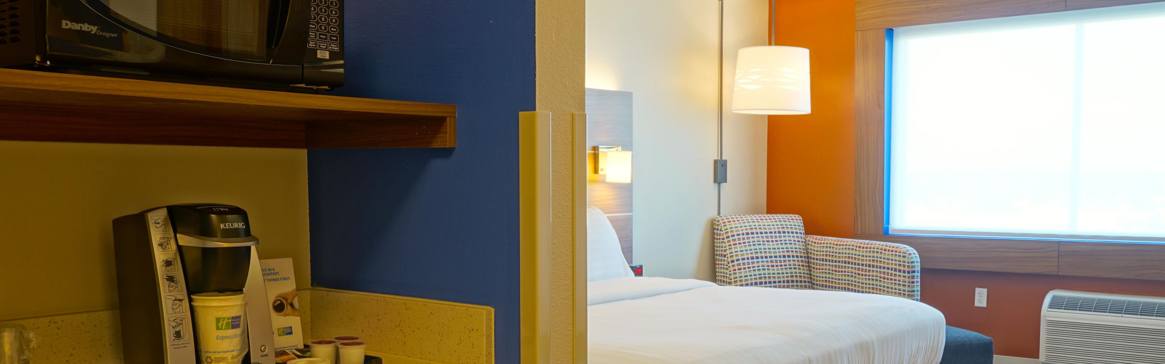 Holiday Inn Express & Suites Omaha - Millard Area image 1