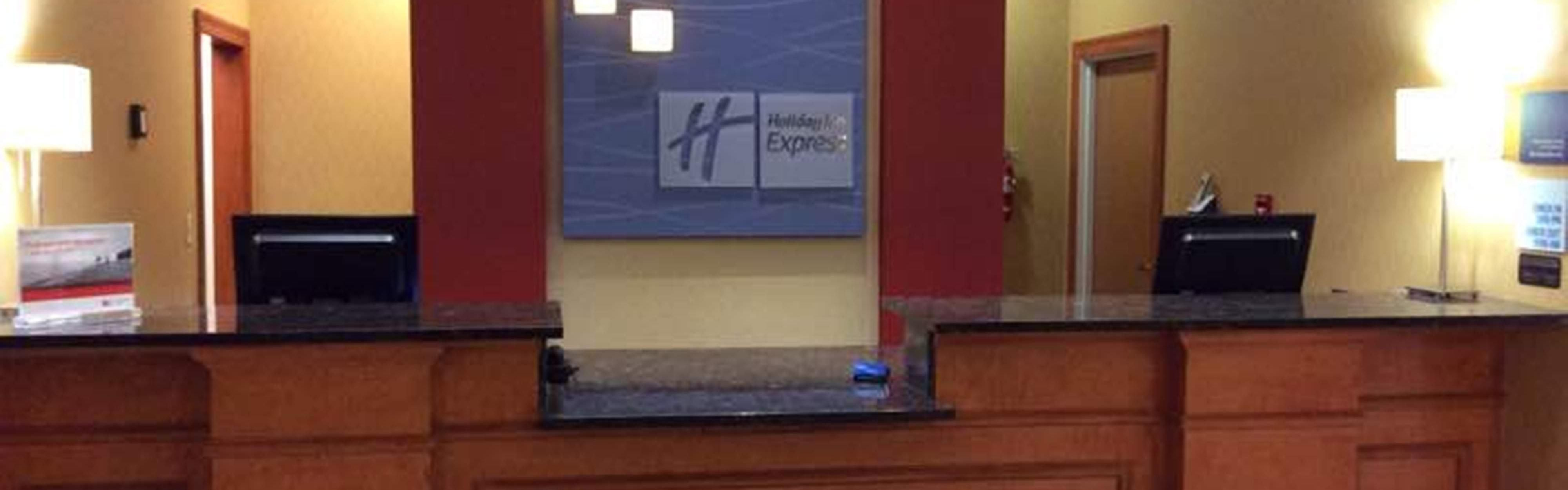 Holiday Inn Express & Suites Forest image 0