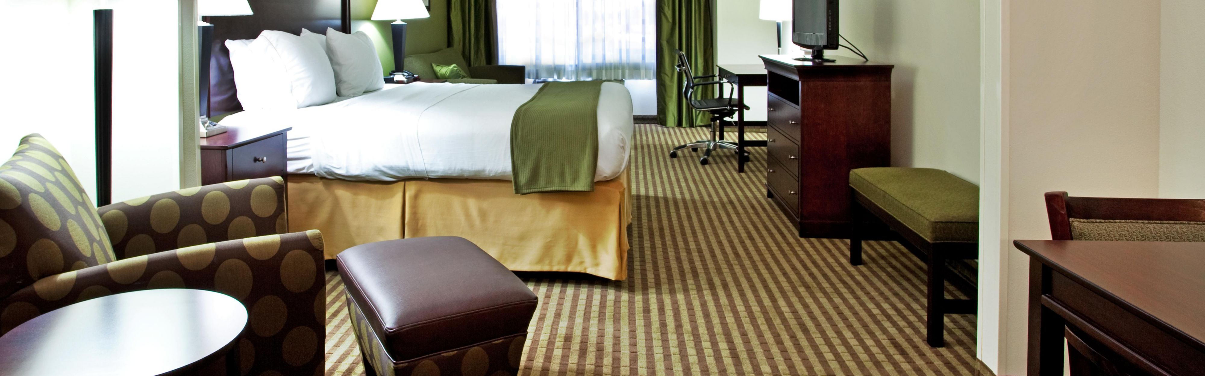 Holiday Inn Express & Suites Biloxi- Ocean Springs image 1