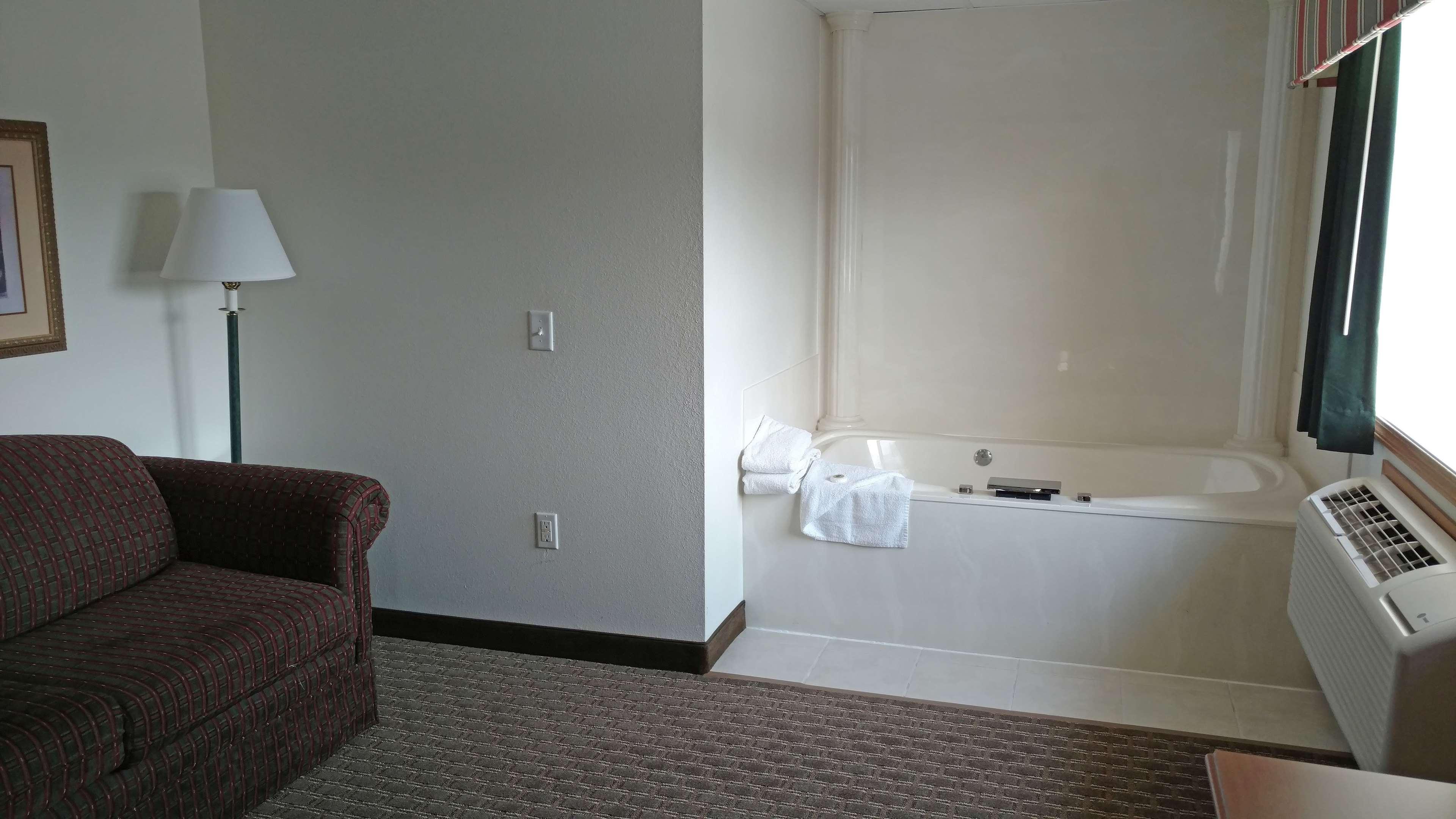America's Best Inn - Annandale image 8