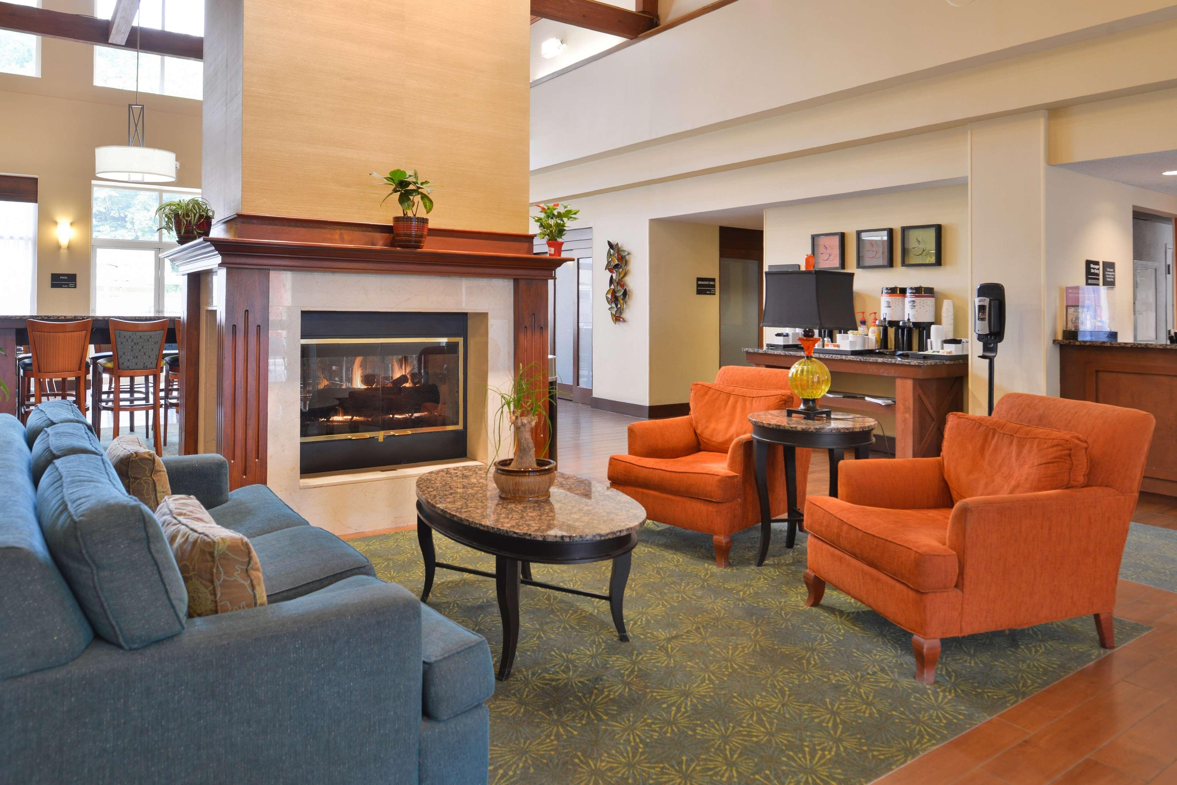 Hampton Inn & Suites Newport News (Oyster Point) image 5