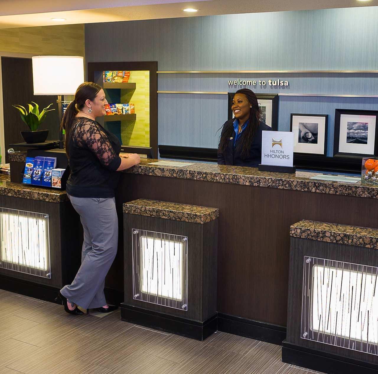 Hampton Inn & Suites Tulsa/Central image 2