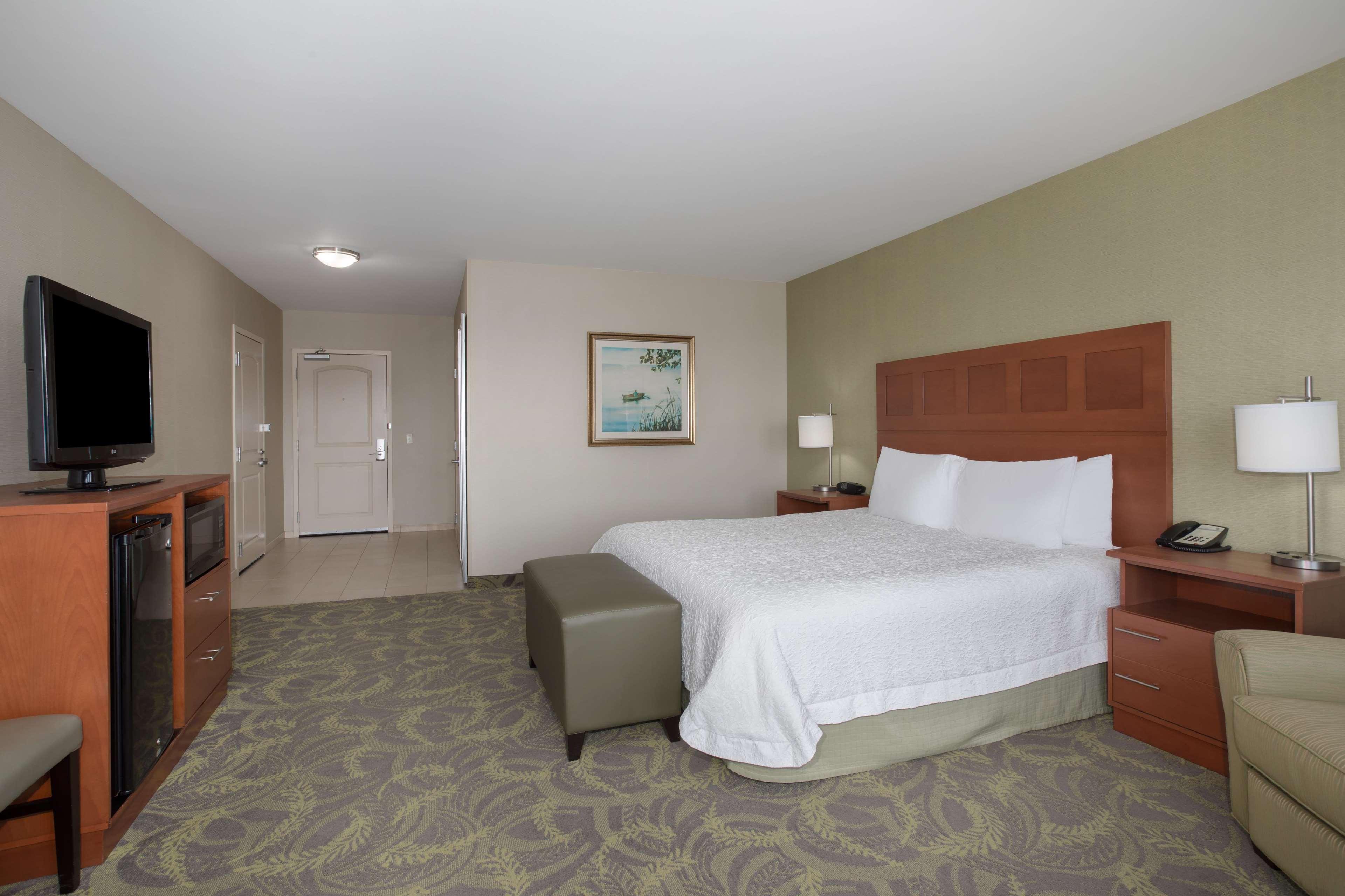 Hampton Inn & Suites Astoria image 51